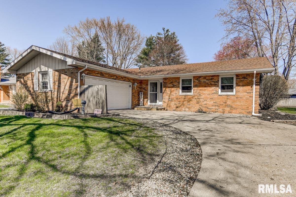 512 Flaggland Property Photo - Sherman, IL real estate listing