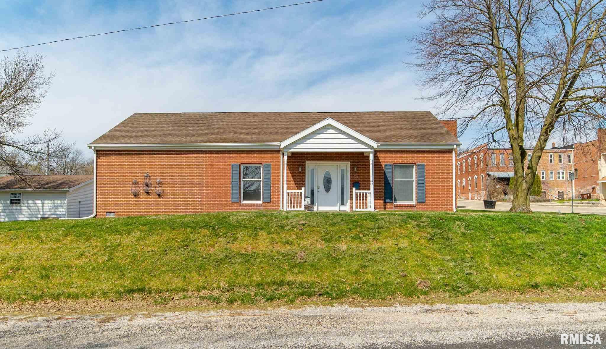 103 W WAYNE Property Photo - Mt Pulaski, IL real estate listing