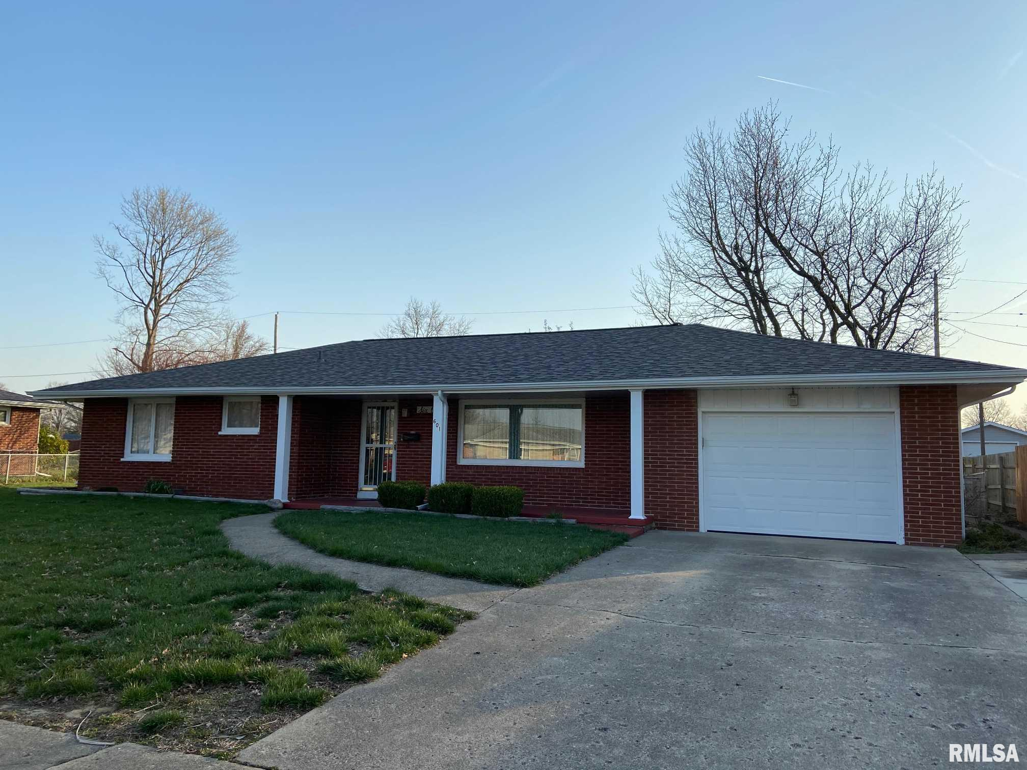 601 Pauline Property Photo - Taylorville, IL real estate listing