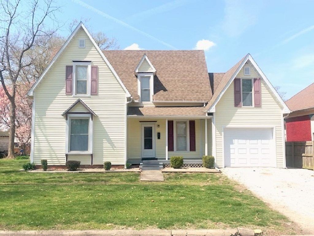 107 S HICKORY Property Photo - Assumption, IL real estate listing