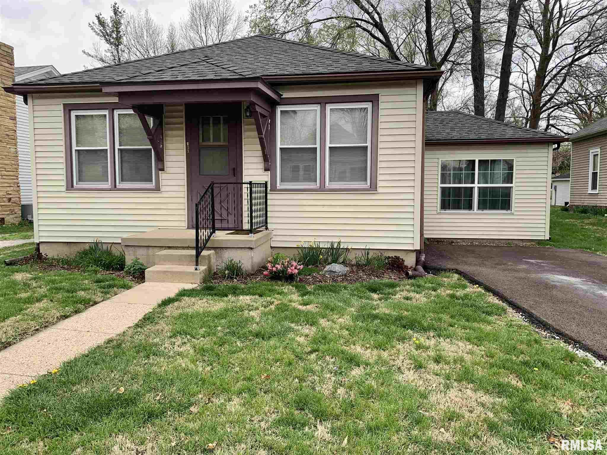 811 MONROE Property Photo - Pawnee, IL real estate listing