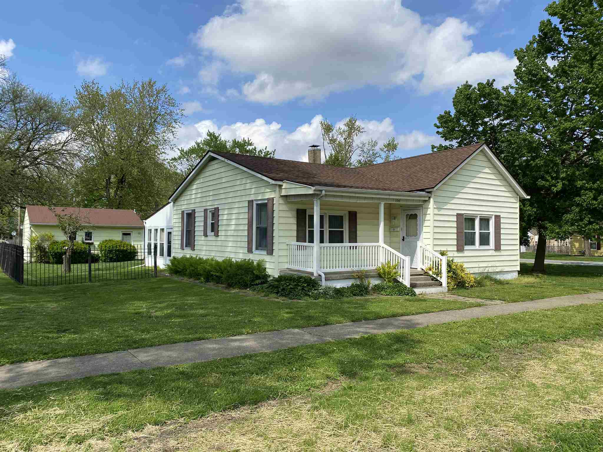 104 W MADISON Property Photo - Auburn, IL real estate listing