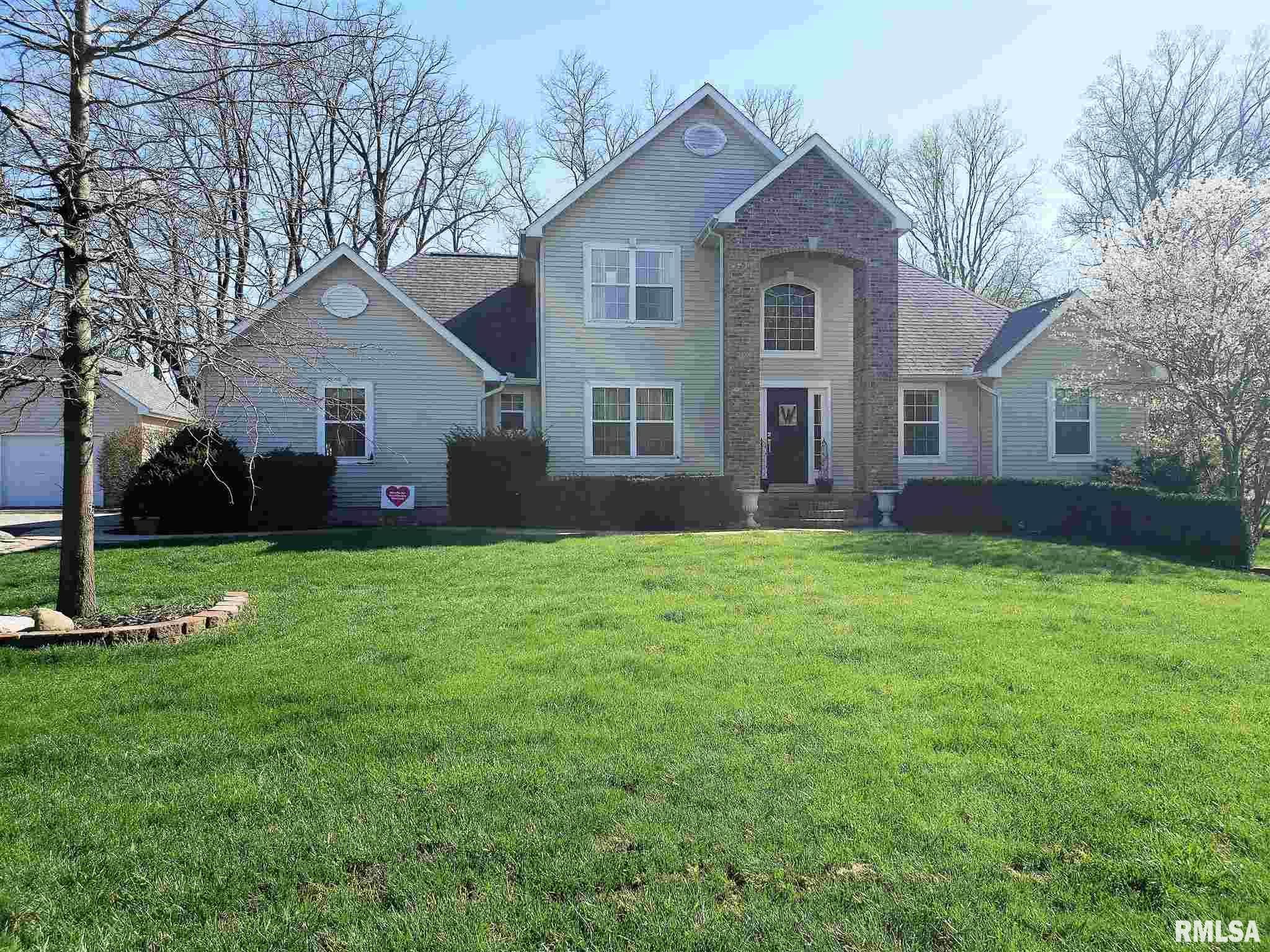6 OAKWOOD Property Photo - Lincoln, IL real estate listing