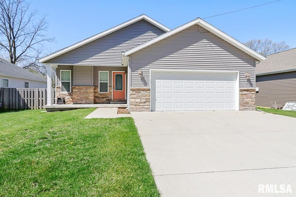 213 S 8TH Property Photo - Riverton, IL real estate listing