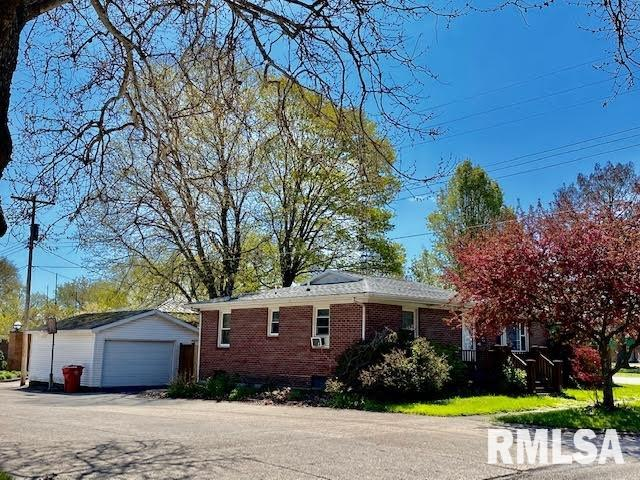 312 N 7TH Property Photo - Petersburg, IL real estate listing
