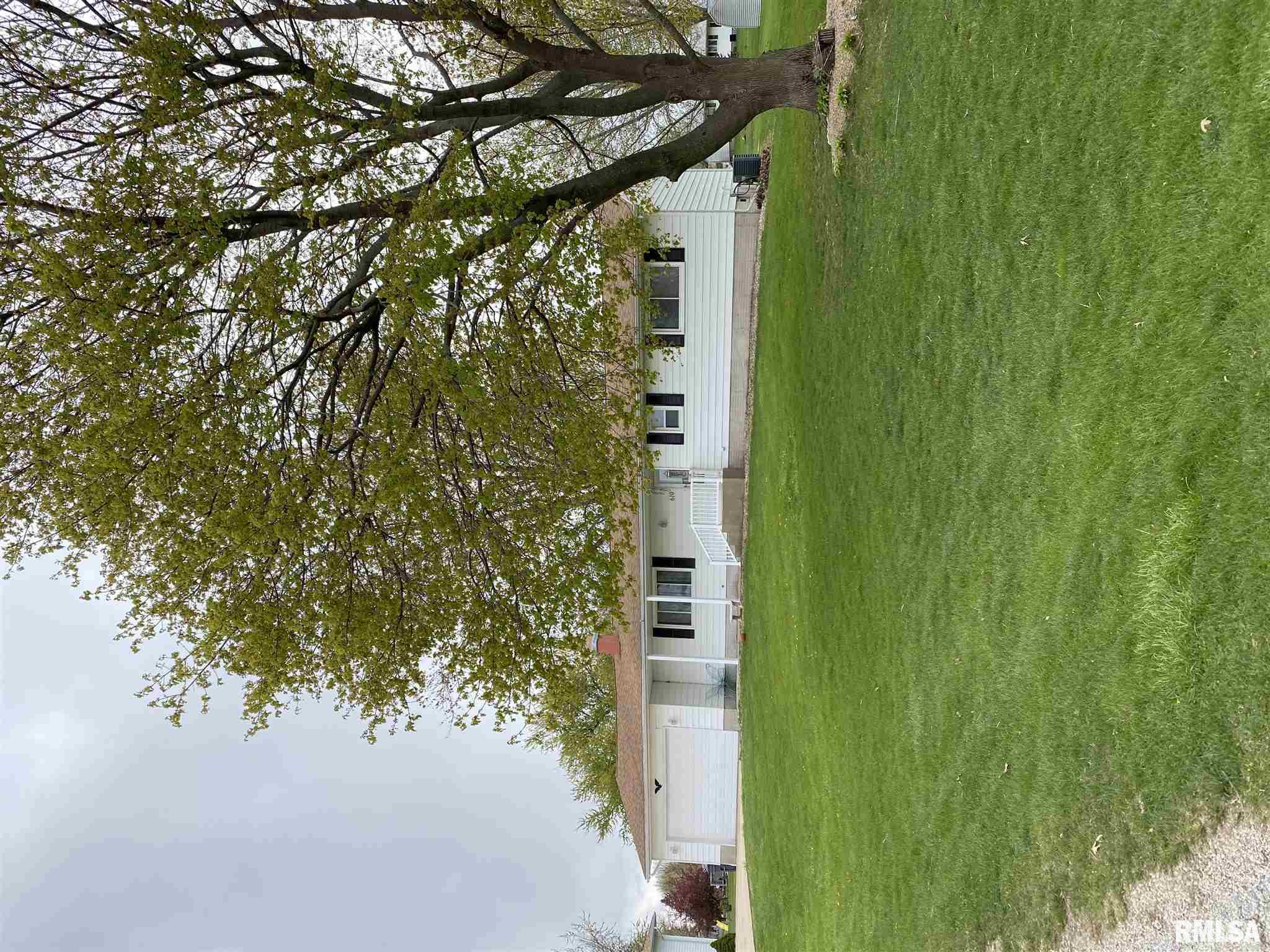 610 COUNTRY Property Photo - Abingdon, IL real estate listing