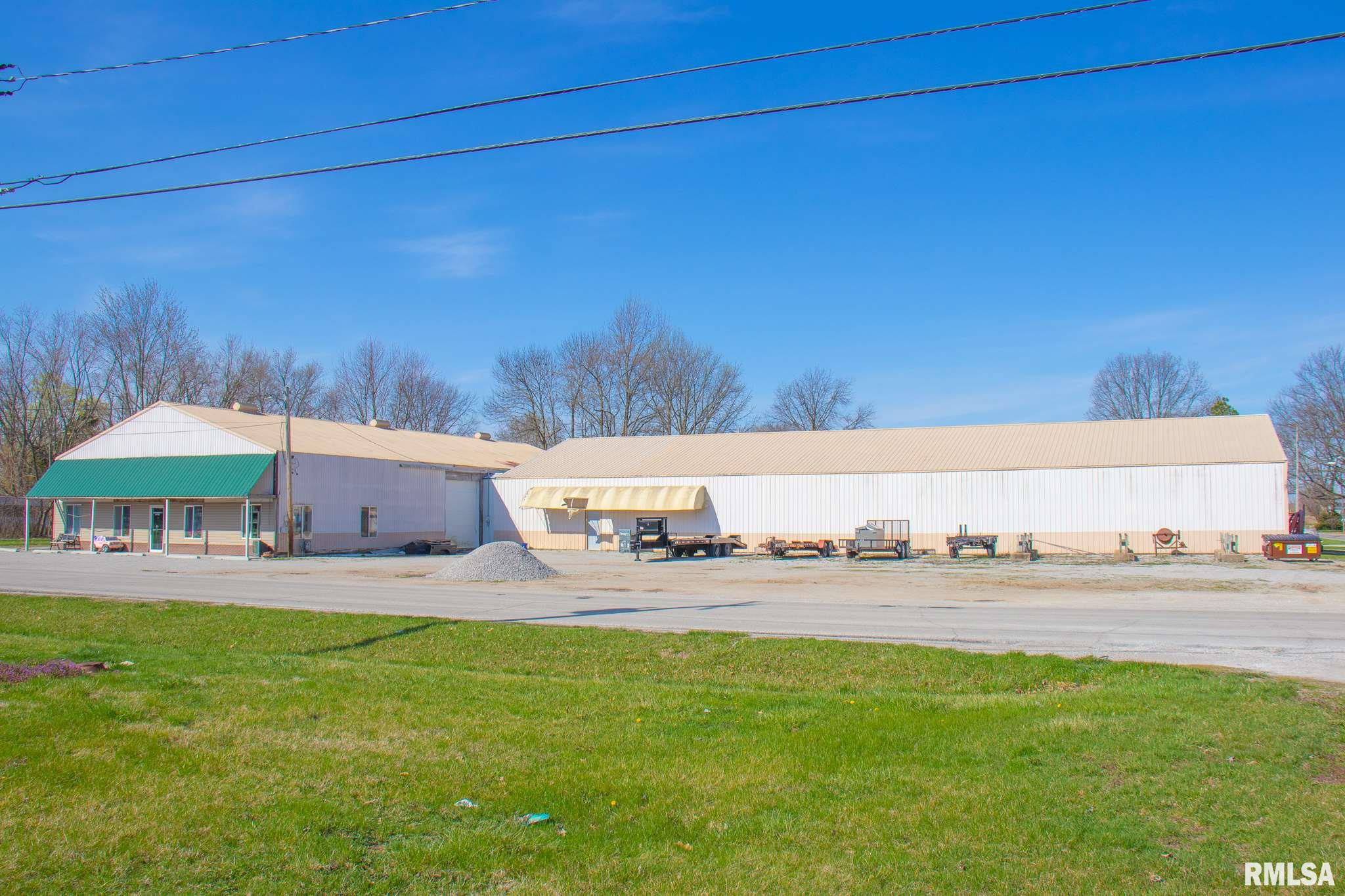 1050 N BROAD Property Photo - Carlinville, IL real estate listing