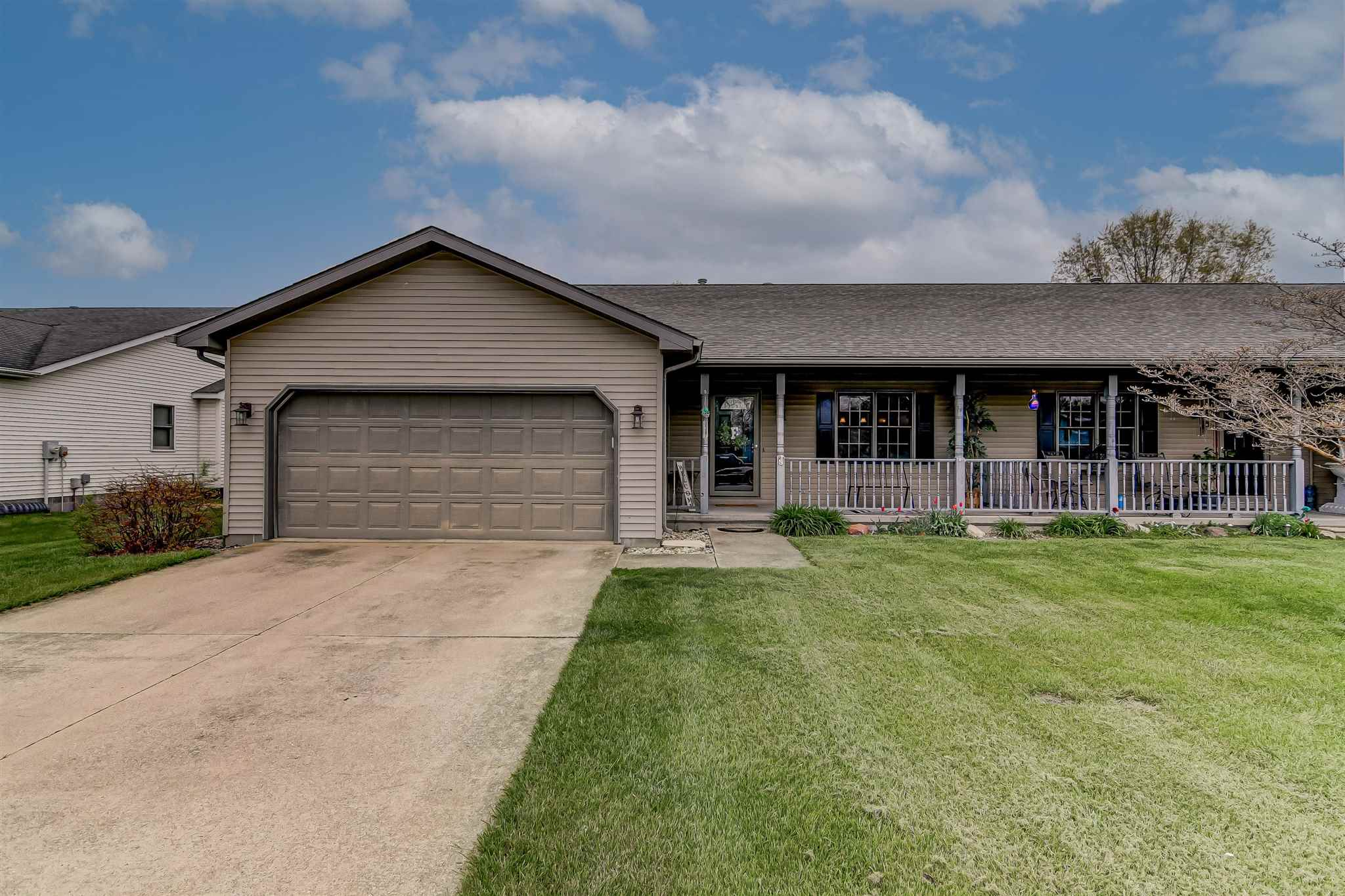 385 Quail Roost Property Photo - Sherman, IL real estate listing