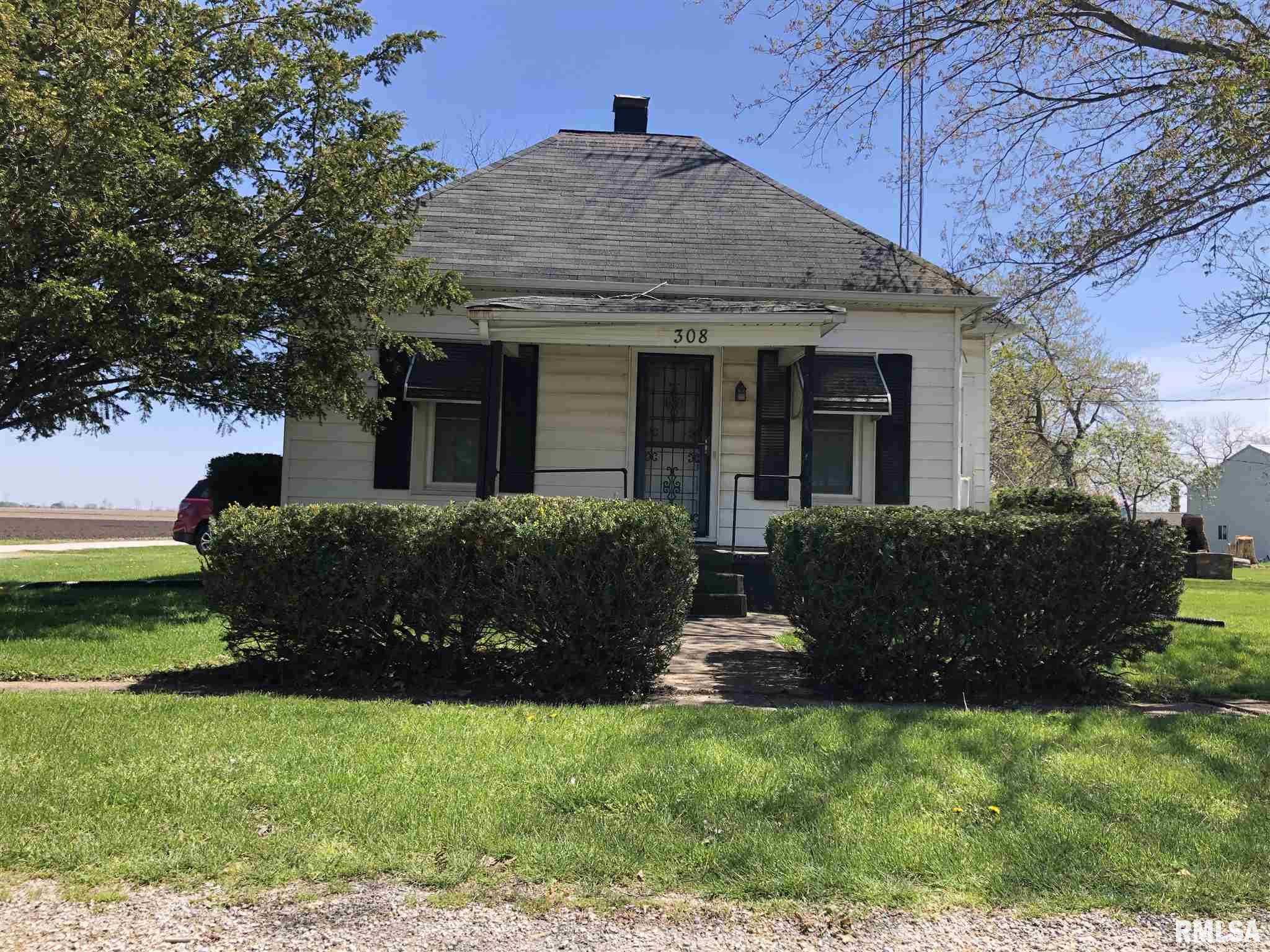 308 CROSS Property Photo - Loami, IL real estate listing