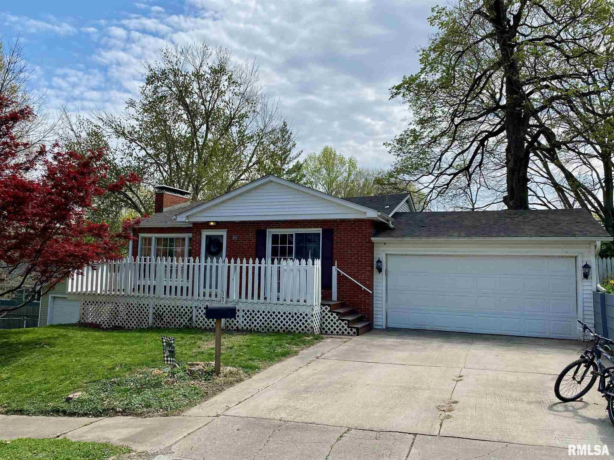 114 W JEFFERSON Property Photo - Petersburg, IL real estate listing