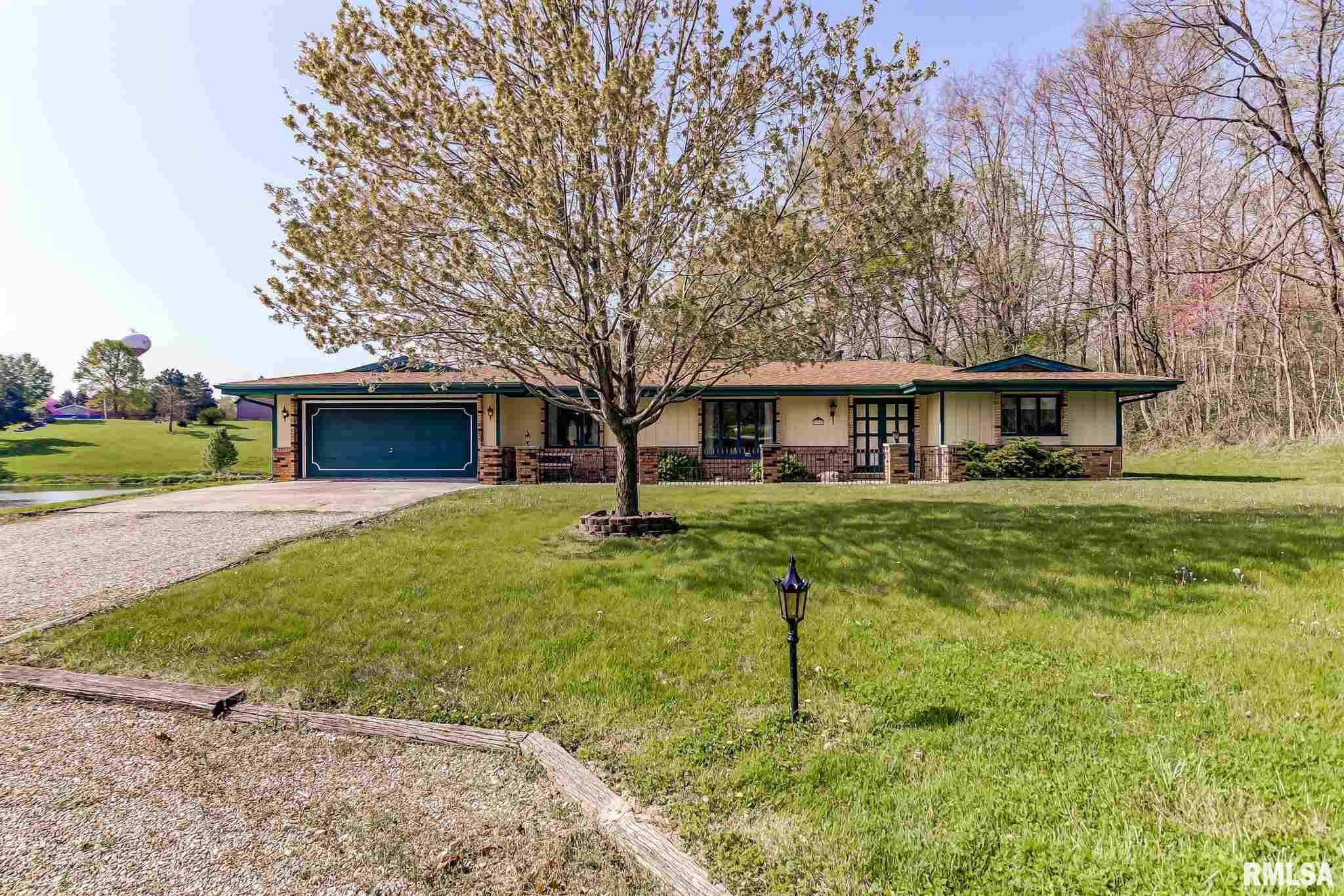 990 Gabbert Property Photo - Cantrall, IL real estate listing