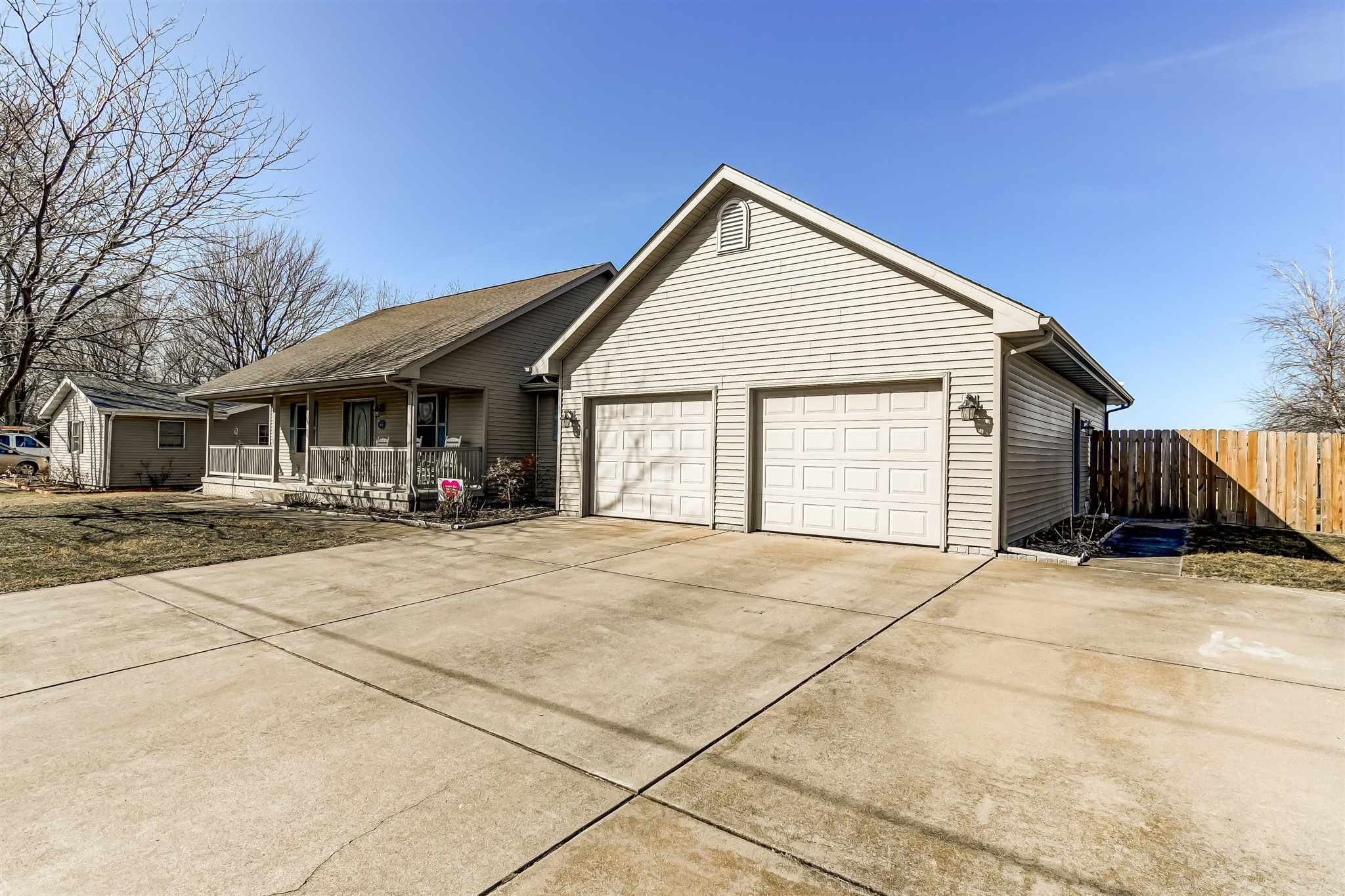 4605 Dickey John Property Photo - Auburn, IL real estate listing