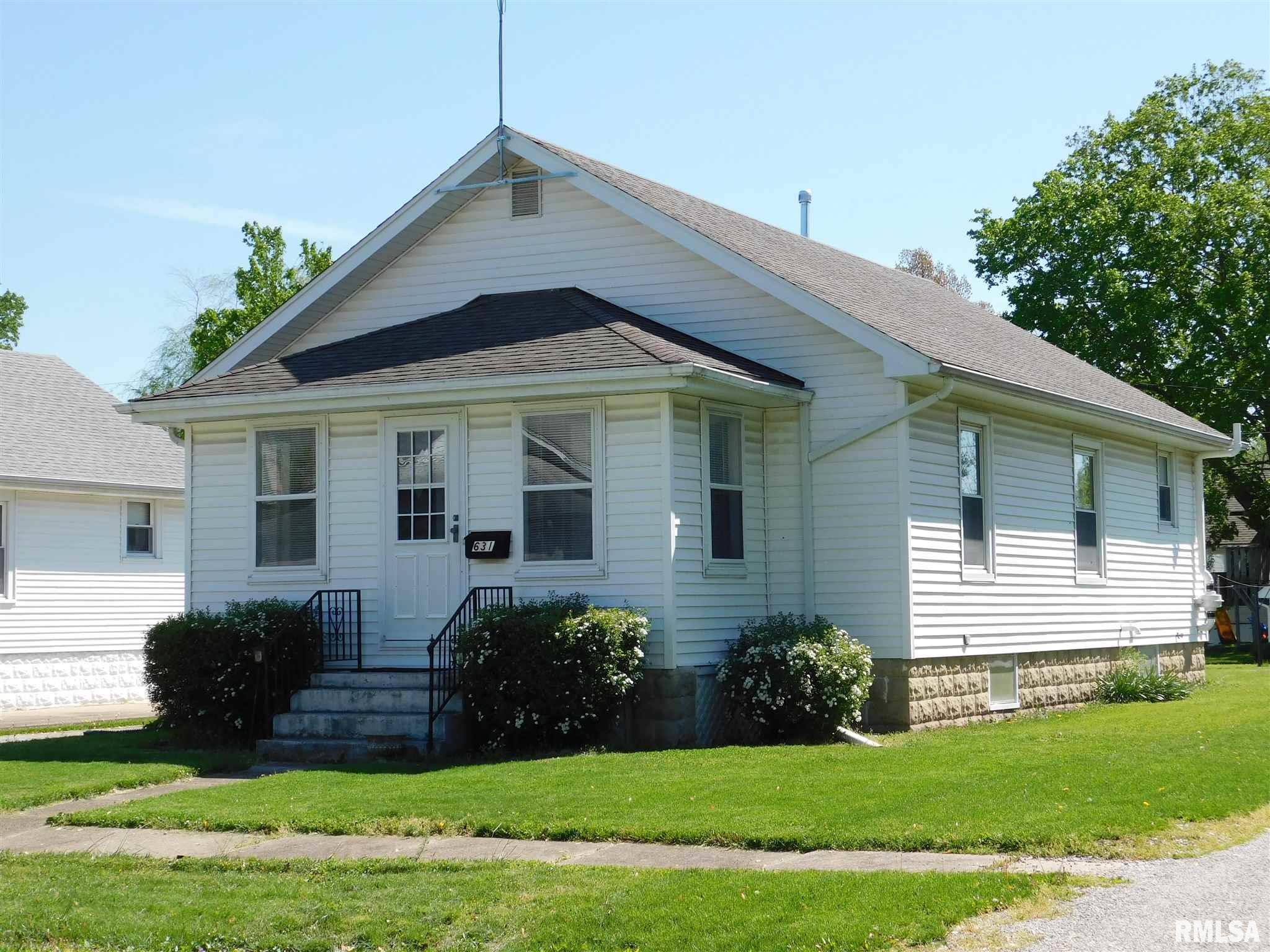 631 N SUMNER Property Photo - Carlinville, IL real estate listing