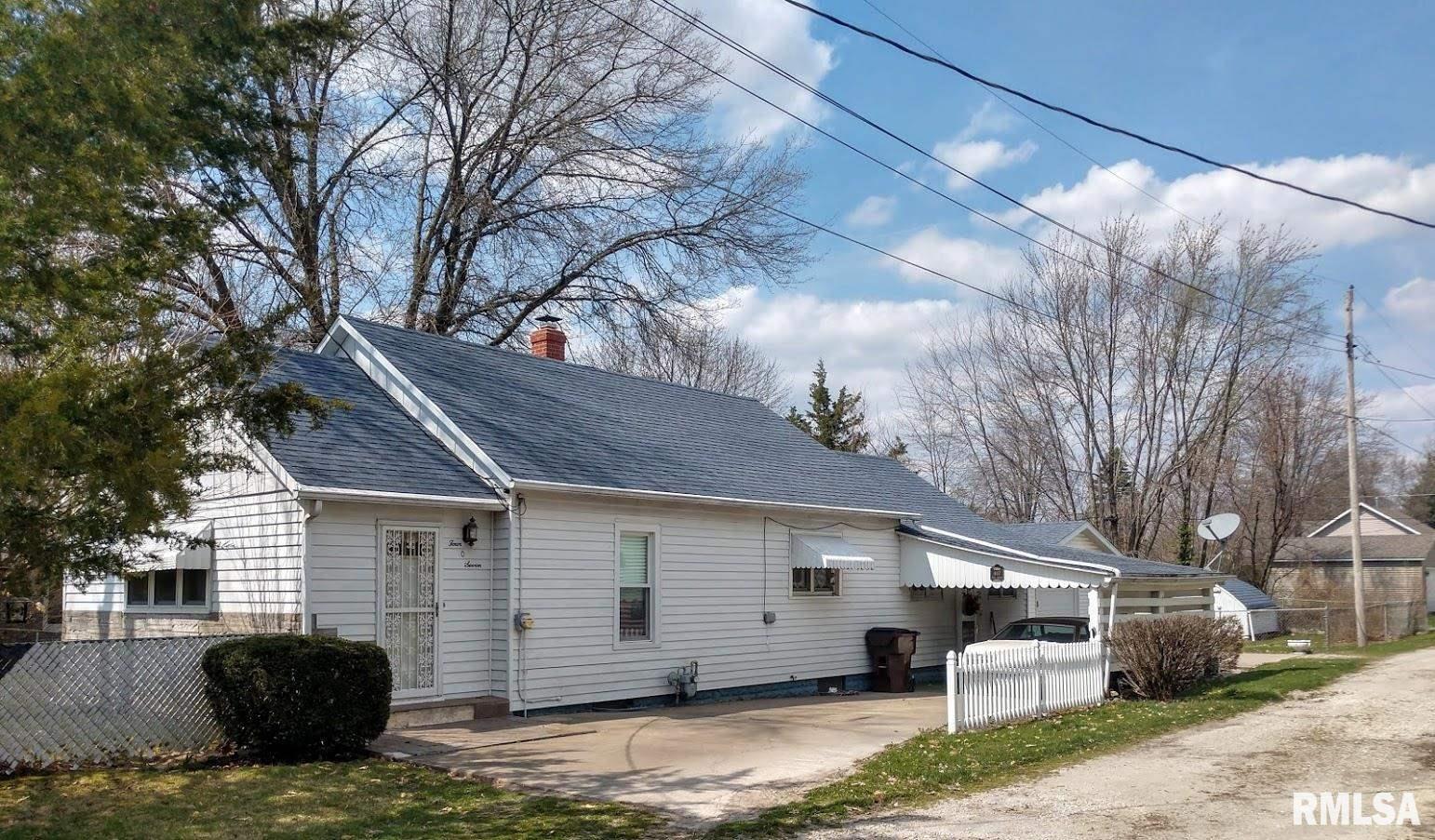 407 E Teak Property Photo - Thayer, IL real estate listing