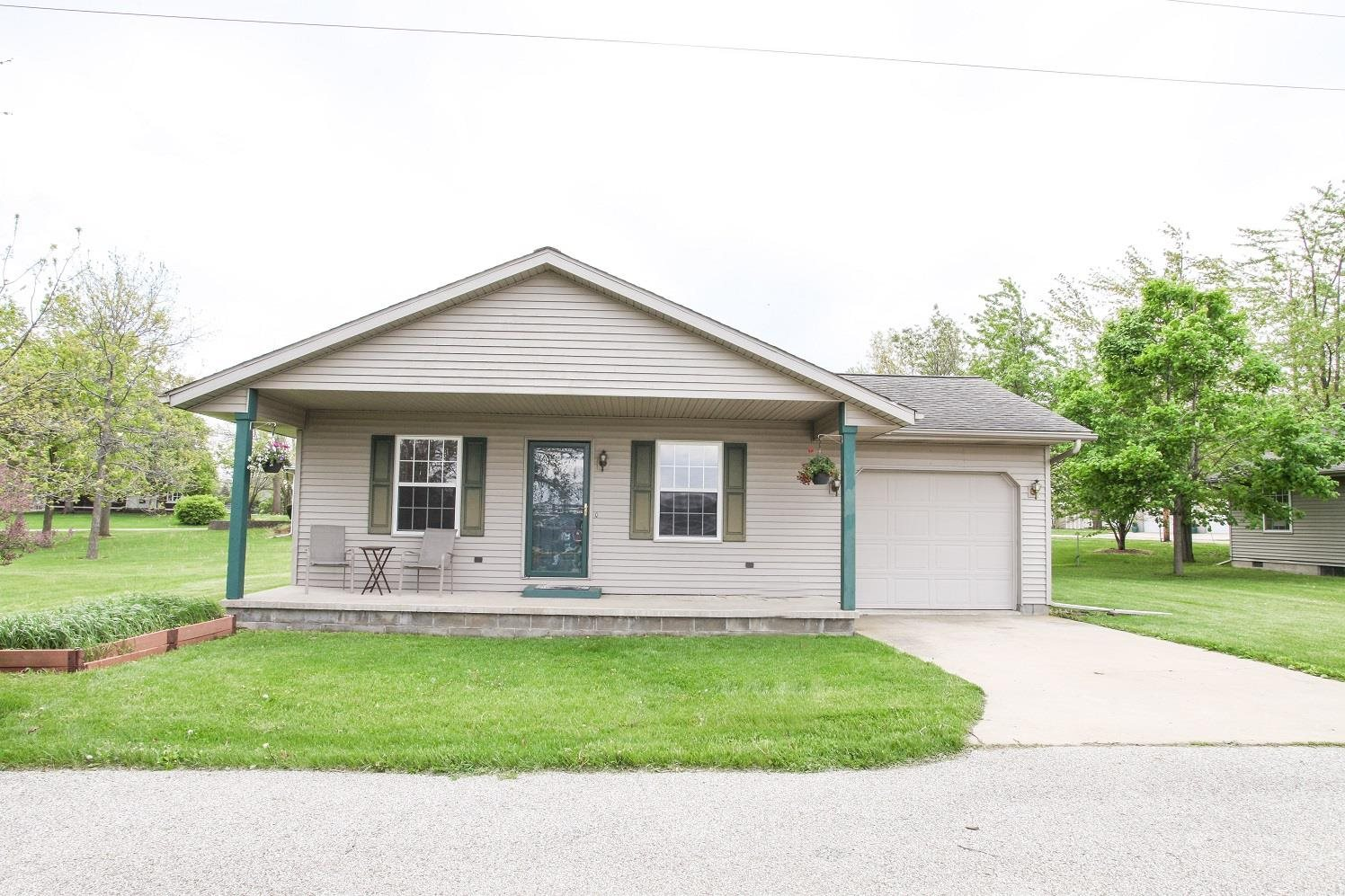 101 B S STATE Property Photo - Danvers, IL real estate listing