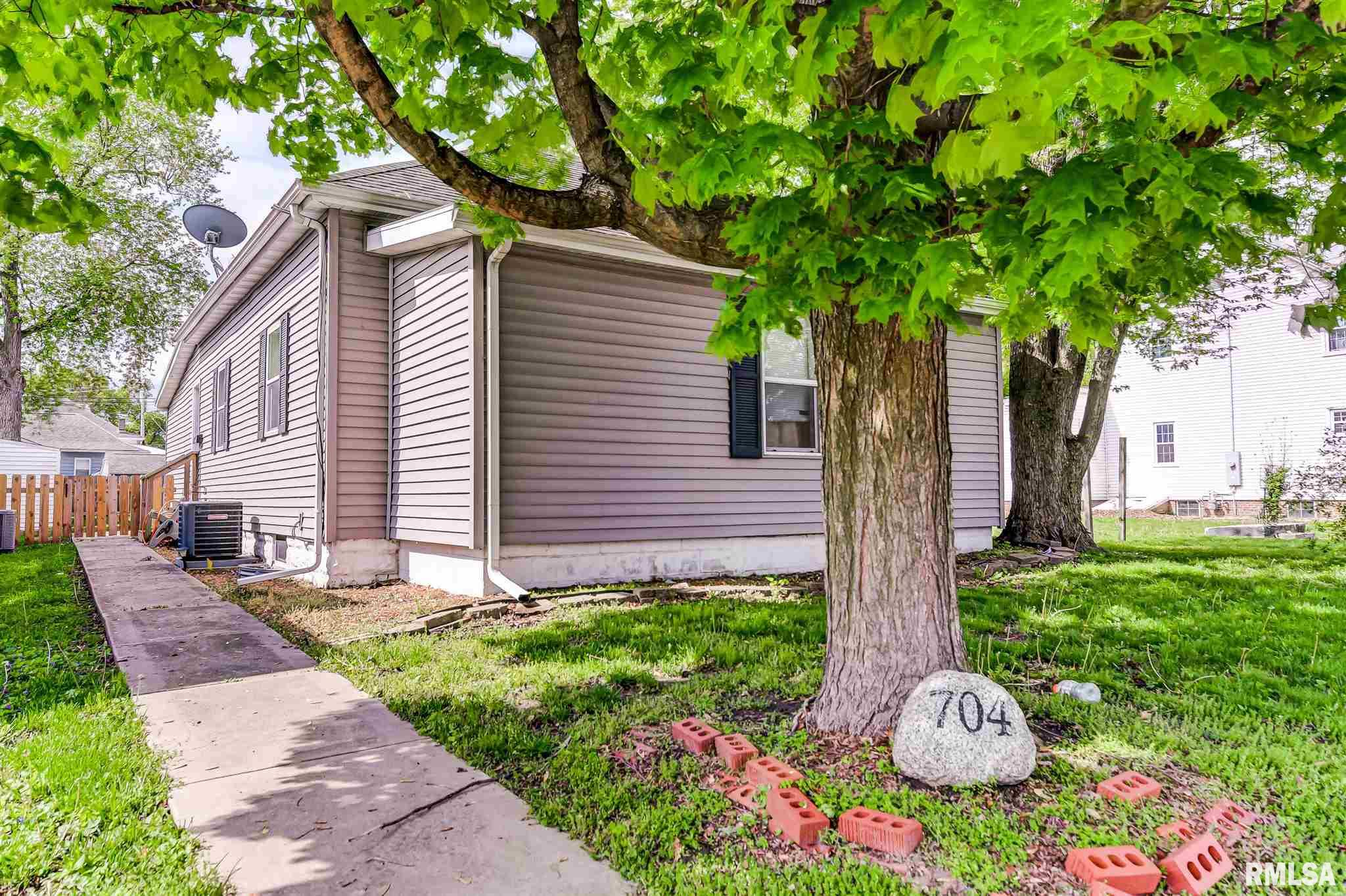 704 W Vandeveer Property Photo - Taylorville, IL real estate listing