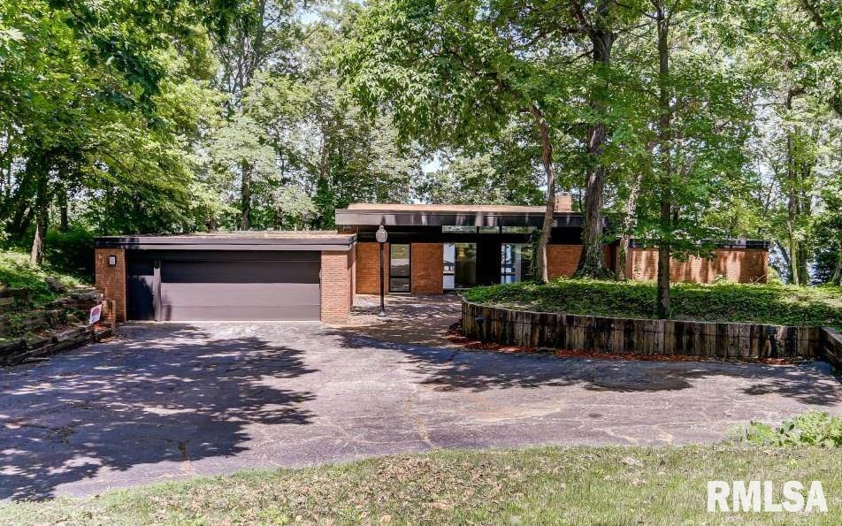 8 Bay Ridge Lane Property Photo 1