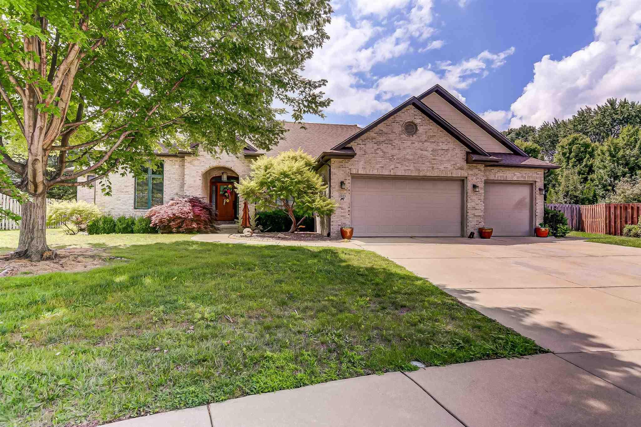 2223 Wydown Avenue Property Photo 1