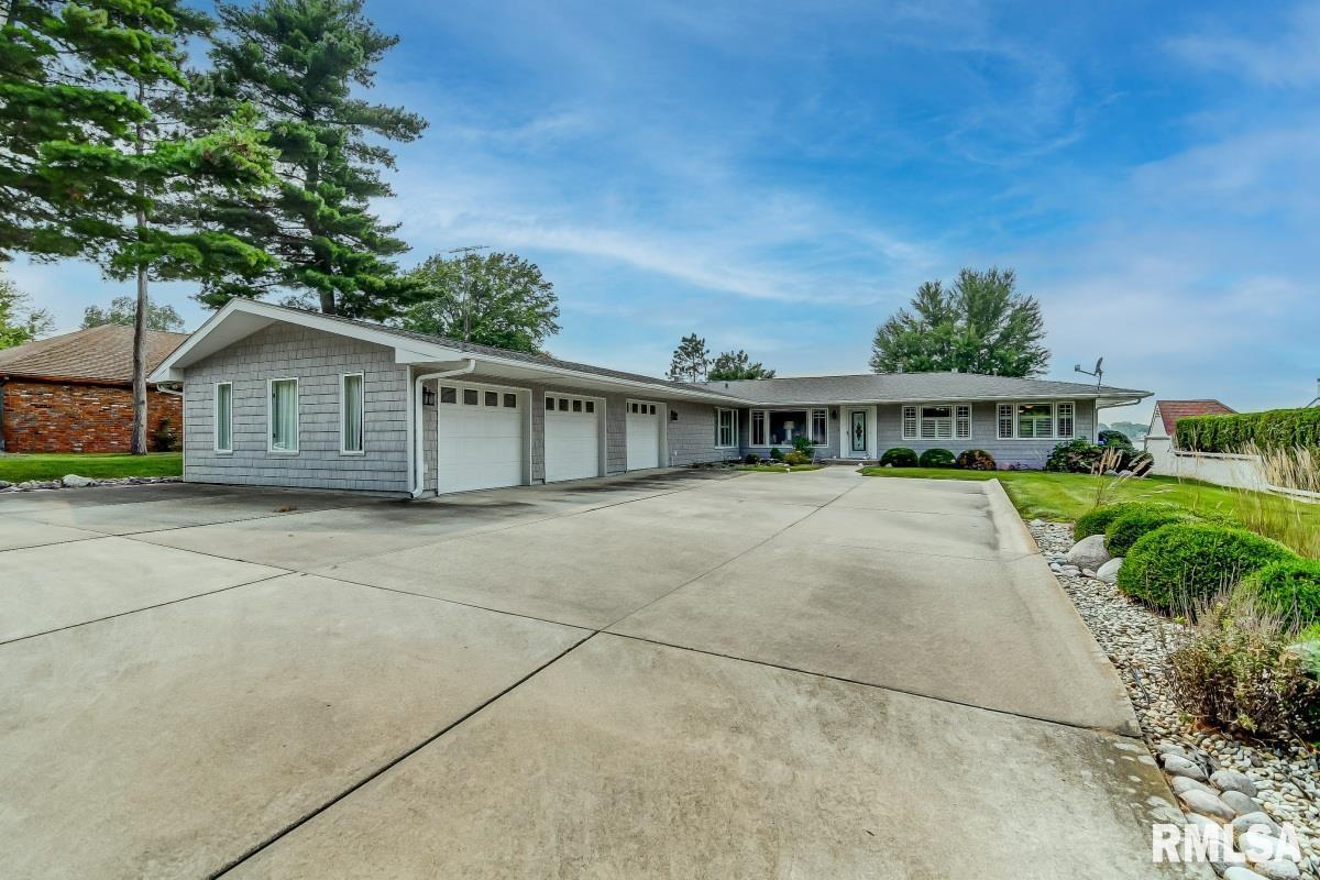 1011 E Lake Shore Drive Property Photo 1
