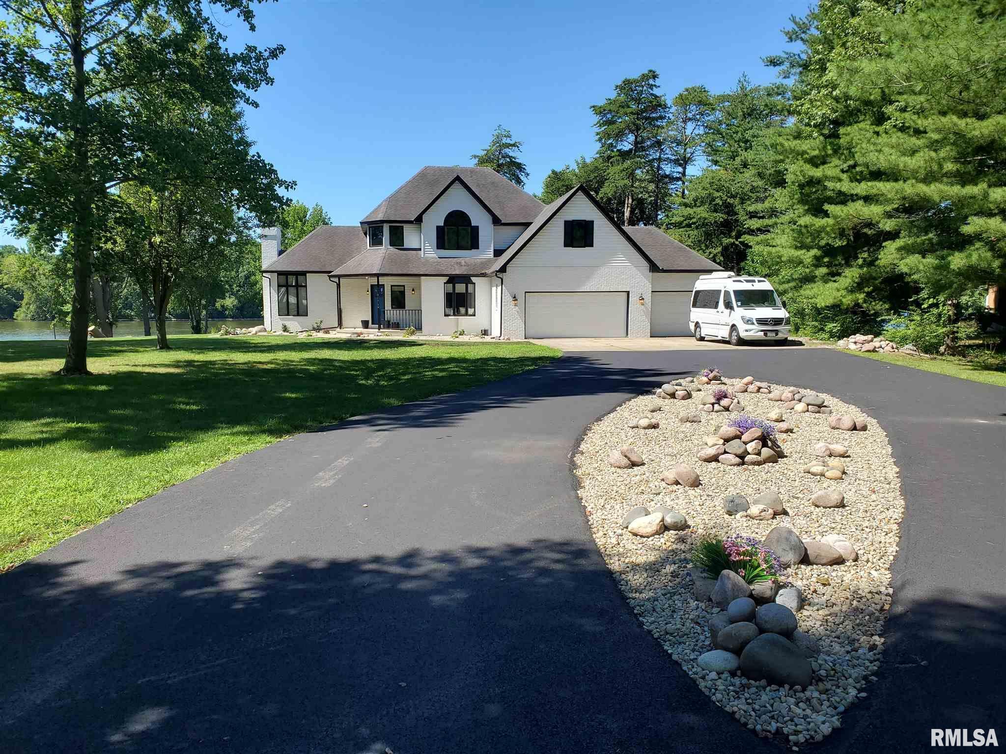 40 W Fairview Lane Property Photo 1