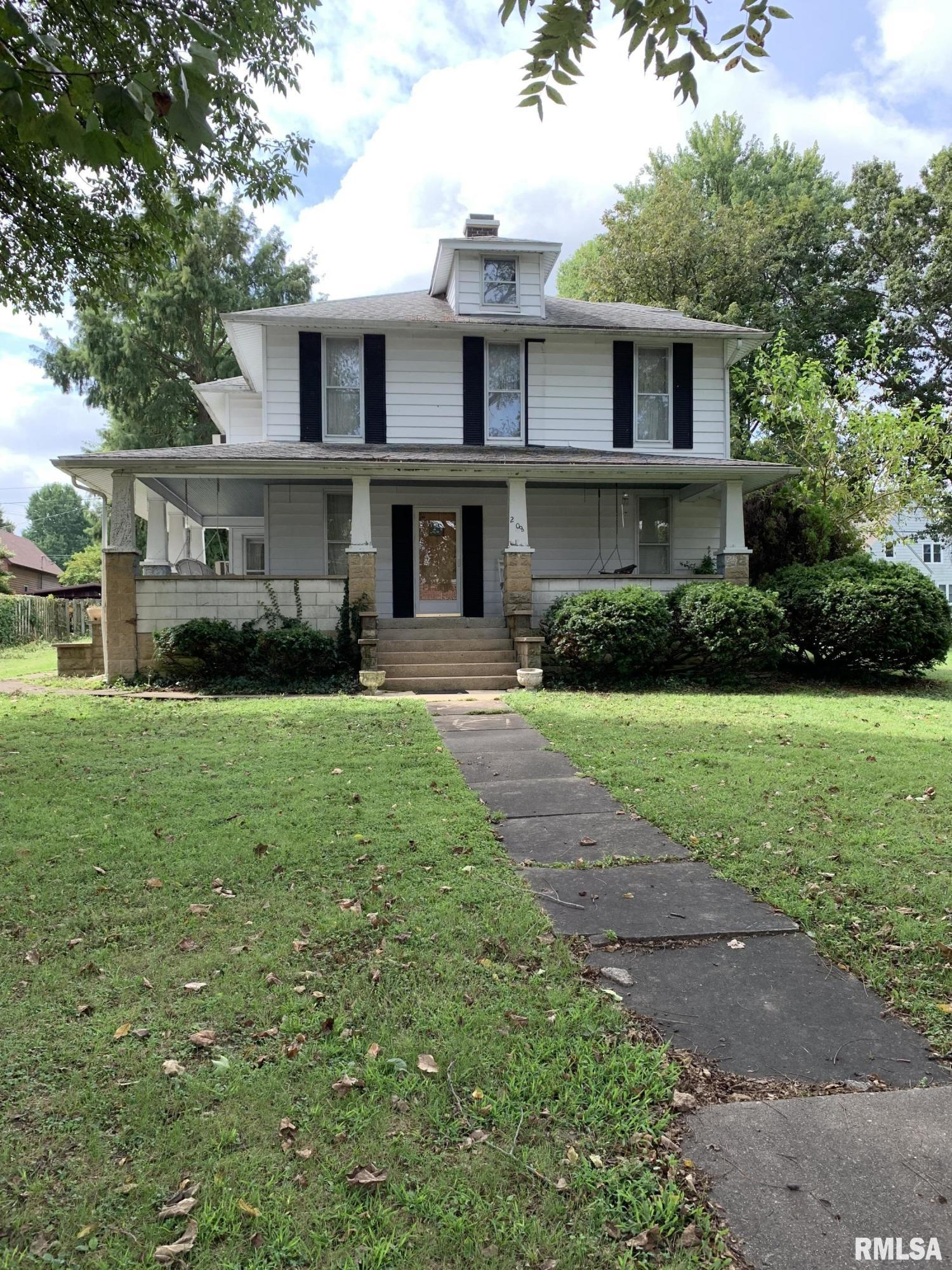 208 W MULBERRY Property Photo - Pinckneyville, IL real estate listing