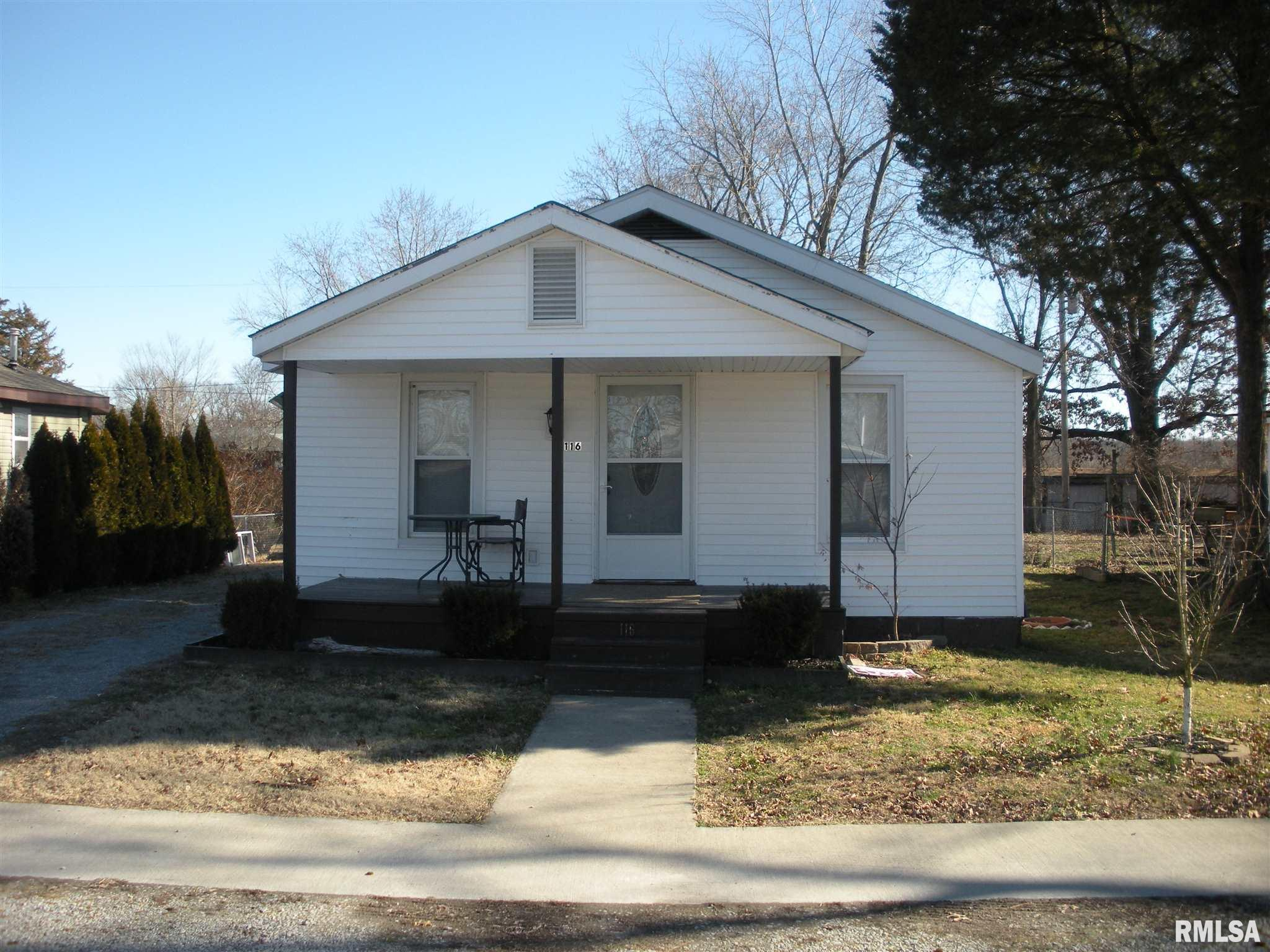 116 N WILSON Property Photo - Hurst, IL real estate listing