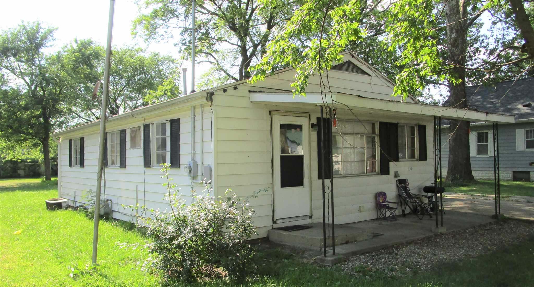 236 Valbert Property Photo - Flora, IL real estate listing