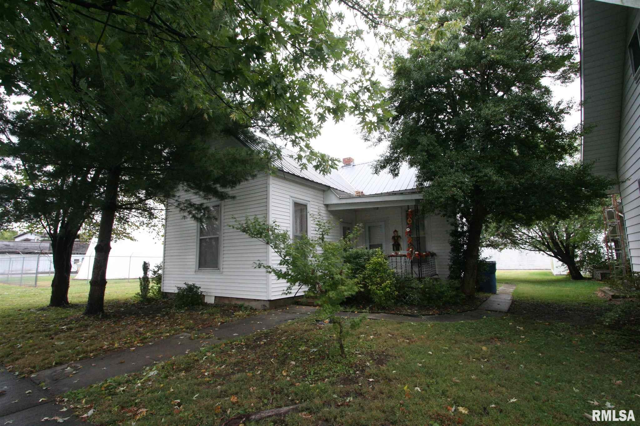 412 FIRST Property Photo - Carmi, IL real estate listing