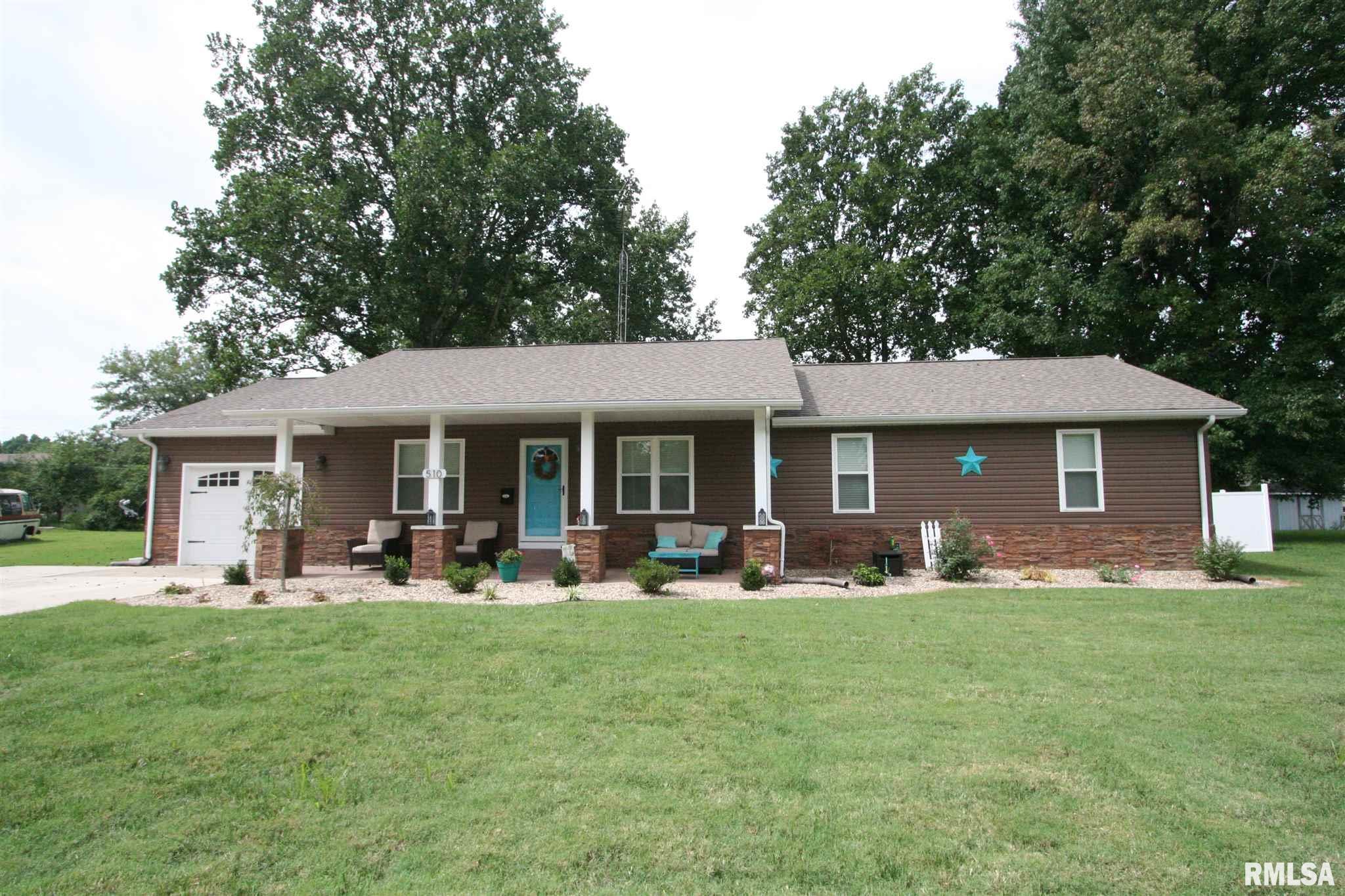 510 Montgomery Property Photo - Carmi, IL real estate listing