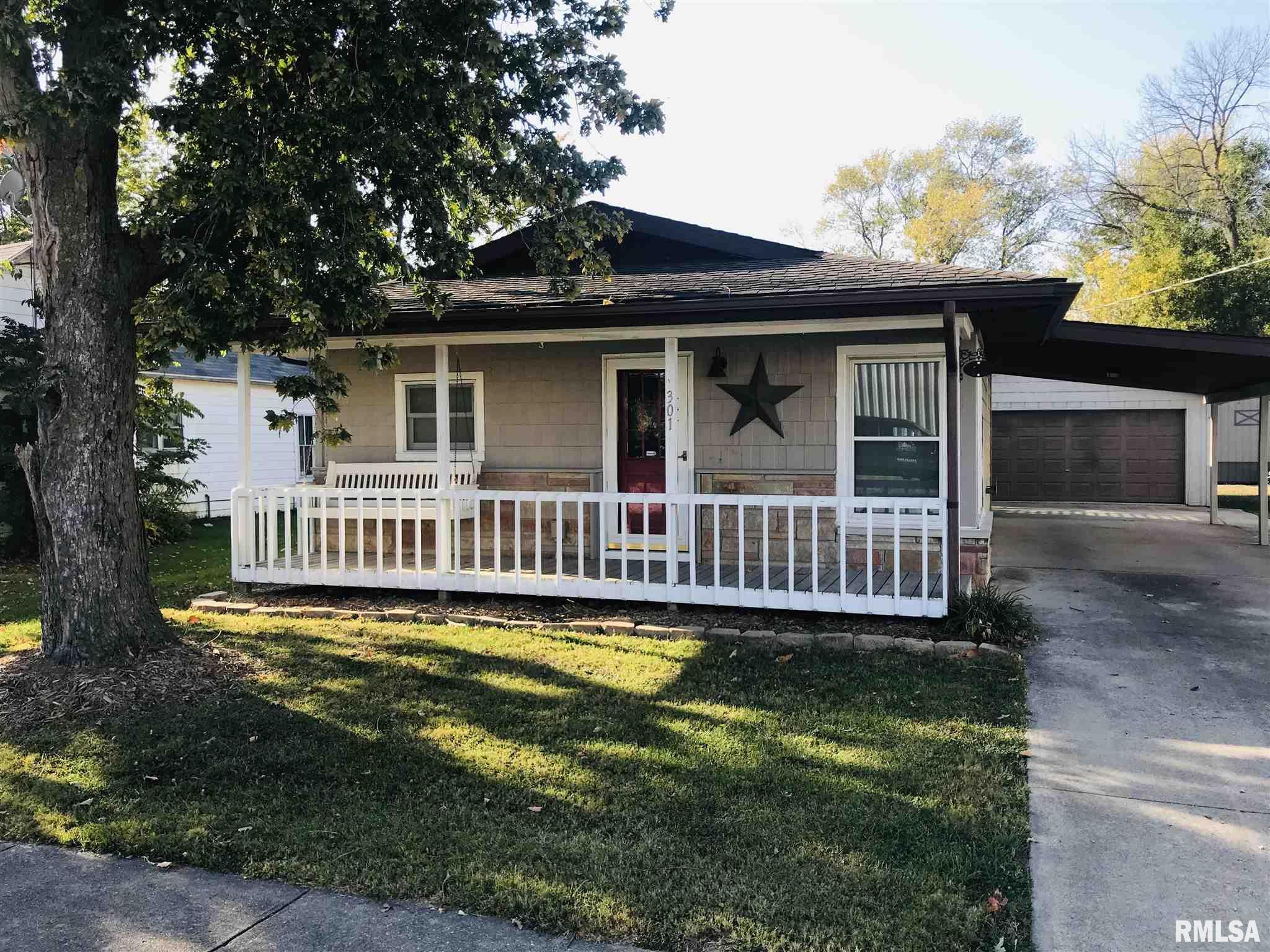 301 S WALNUT Property Photo - Farina, IL real estate listing