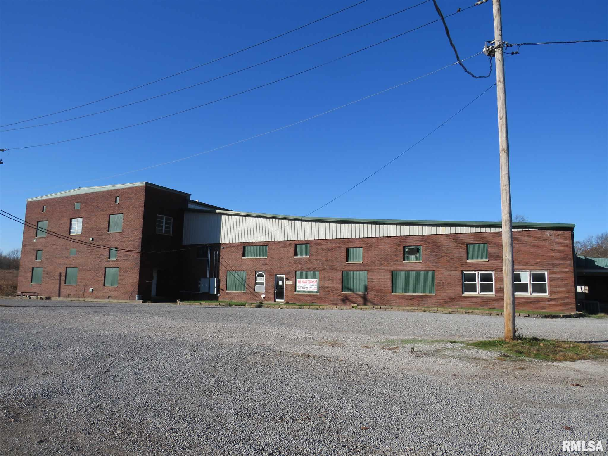 905 E MAIN Property Photo - Salem, IL real estate listing