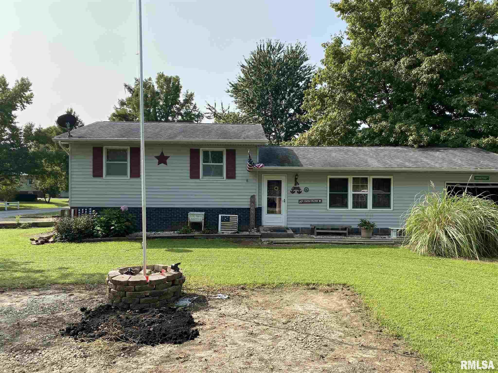 409 E CAMELOT Property Photo - DeSoto, IL real estate listing