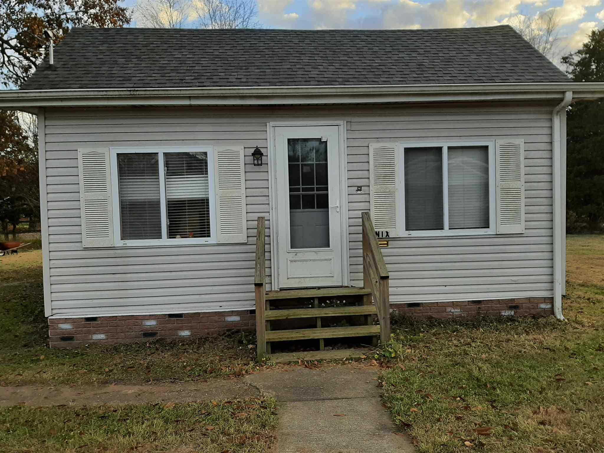 703 E 9th Street Property Photo 1