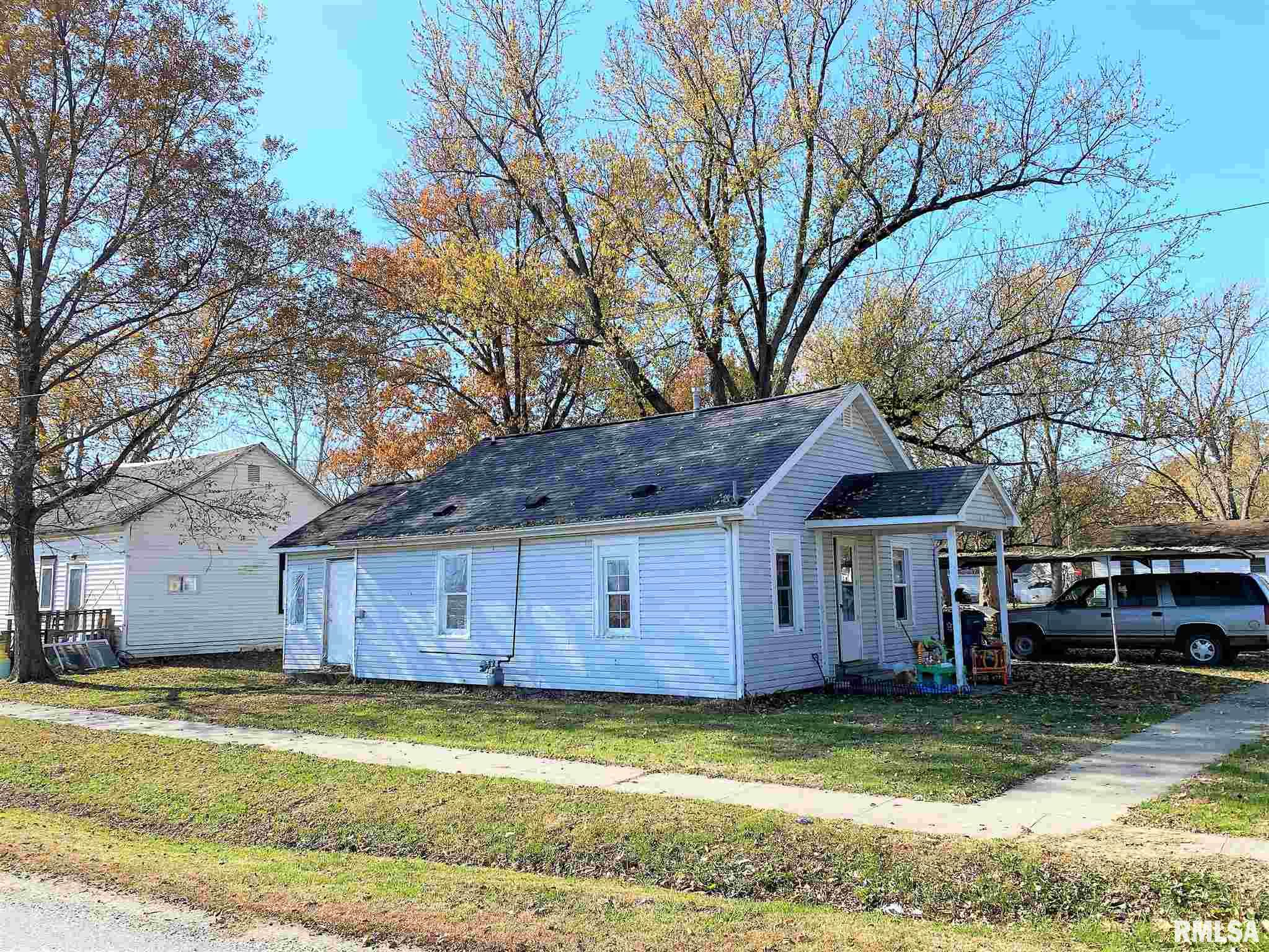 401 W 5TH Property Photo - Flora, IL real estate listing