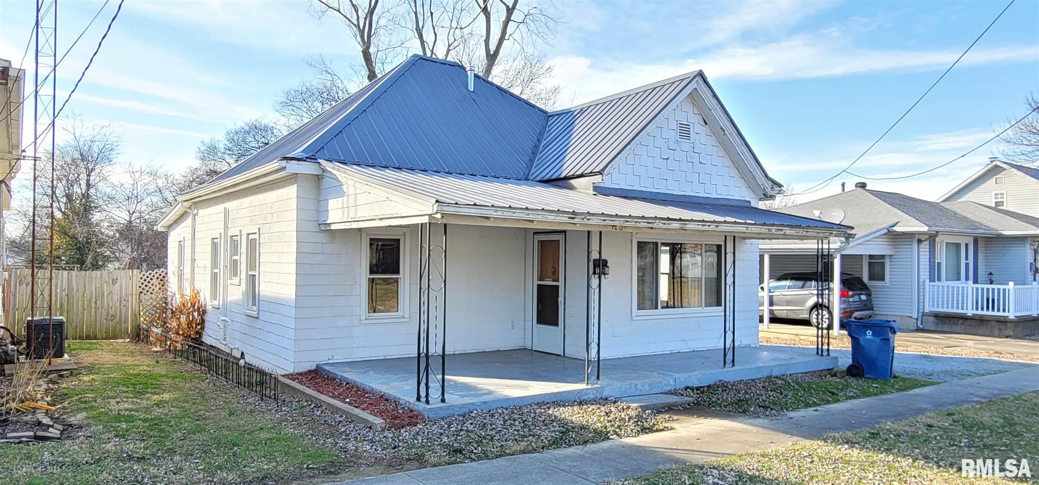 1208 N WALNUT Property Photo - Mt Carmel, IL real estate listing