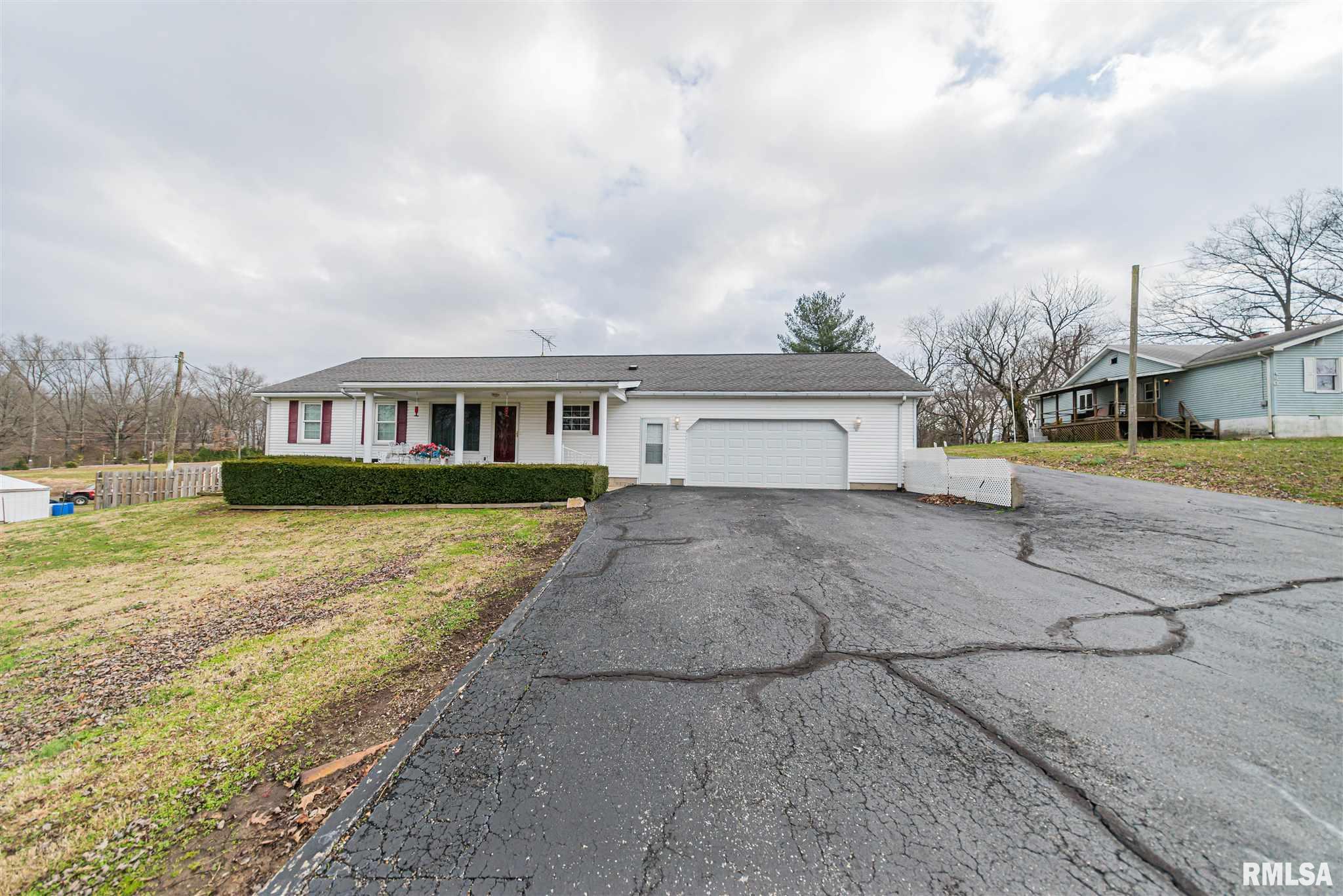 520 Old Broughton Property Photo - Eldorado, IL real estate listing