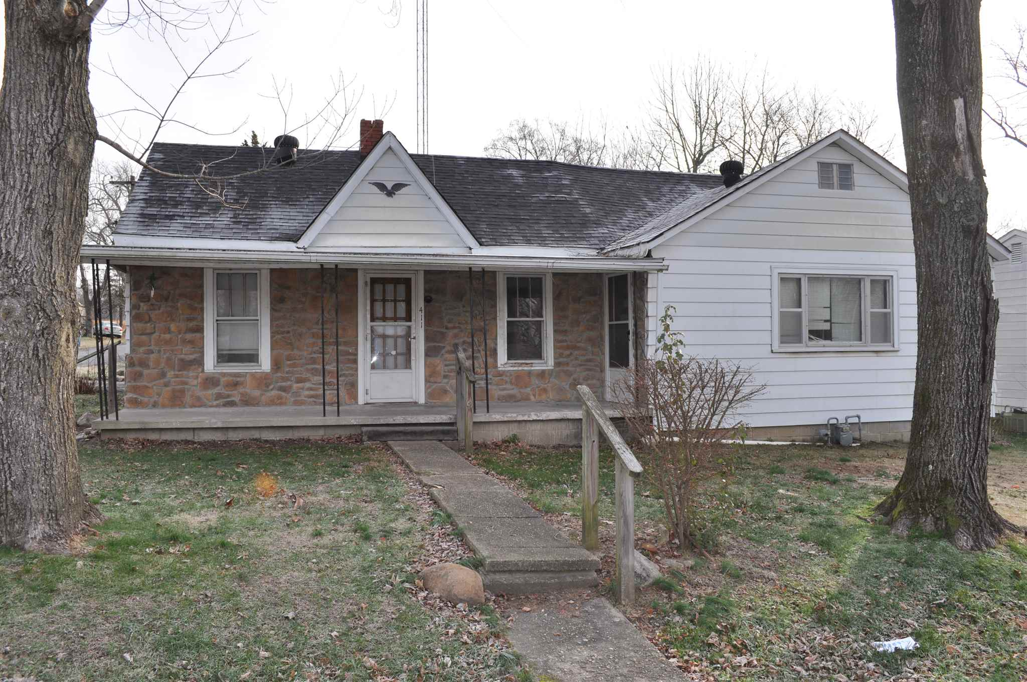 411 N HICKORY Property Photo - McLeansboro, IL real estate listing