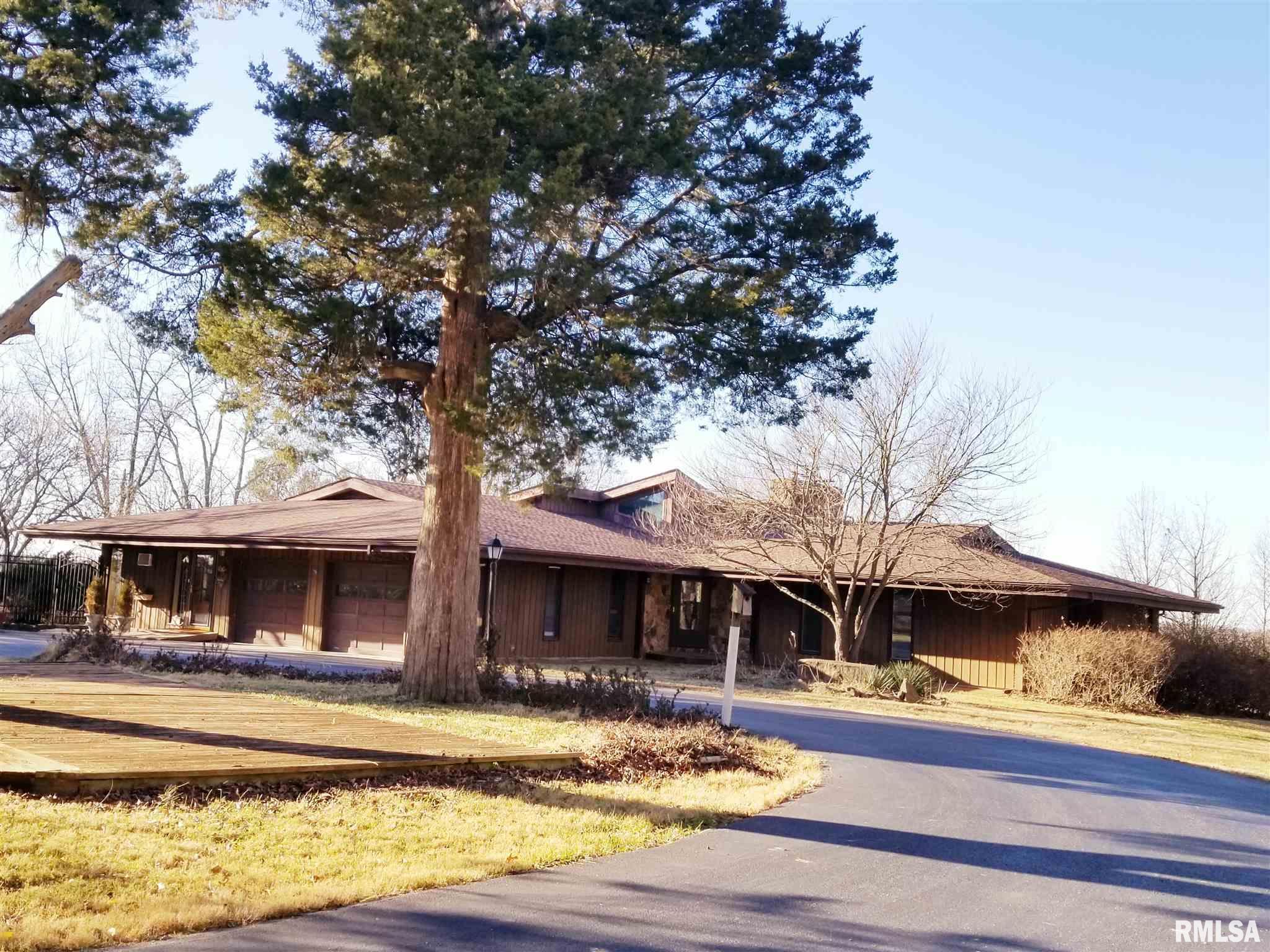 124 Lois Lane Property Photo 1