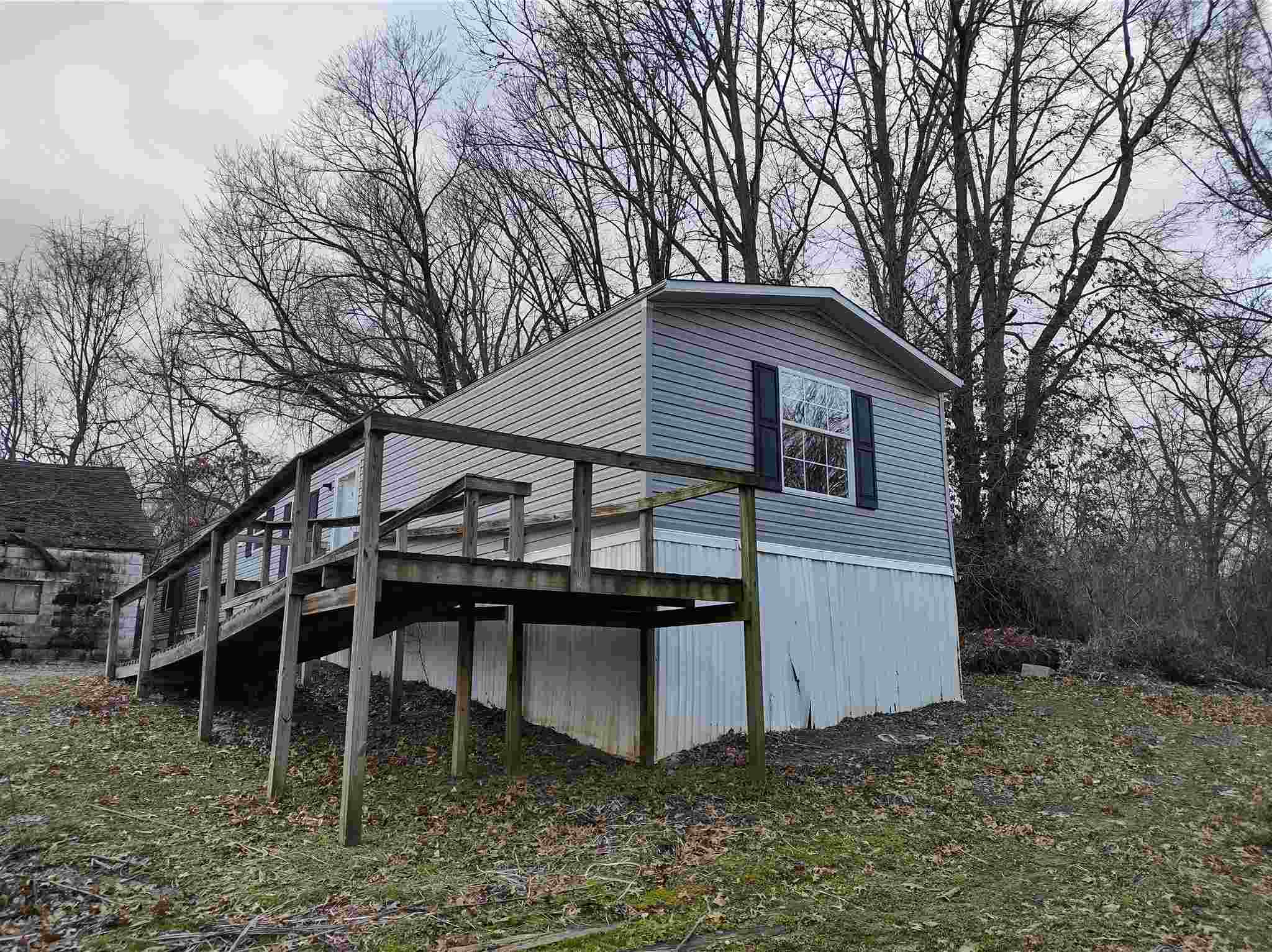 702 N SUMMIT Property Photo - Carmi, IL real estate listing