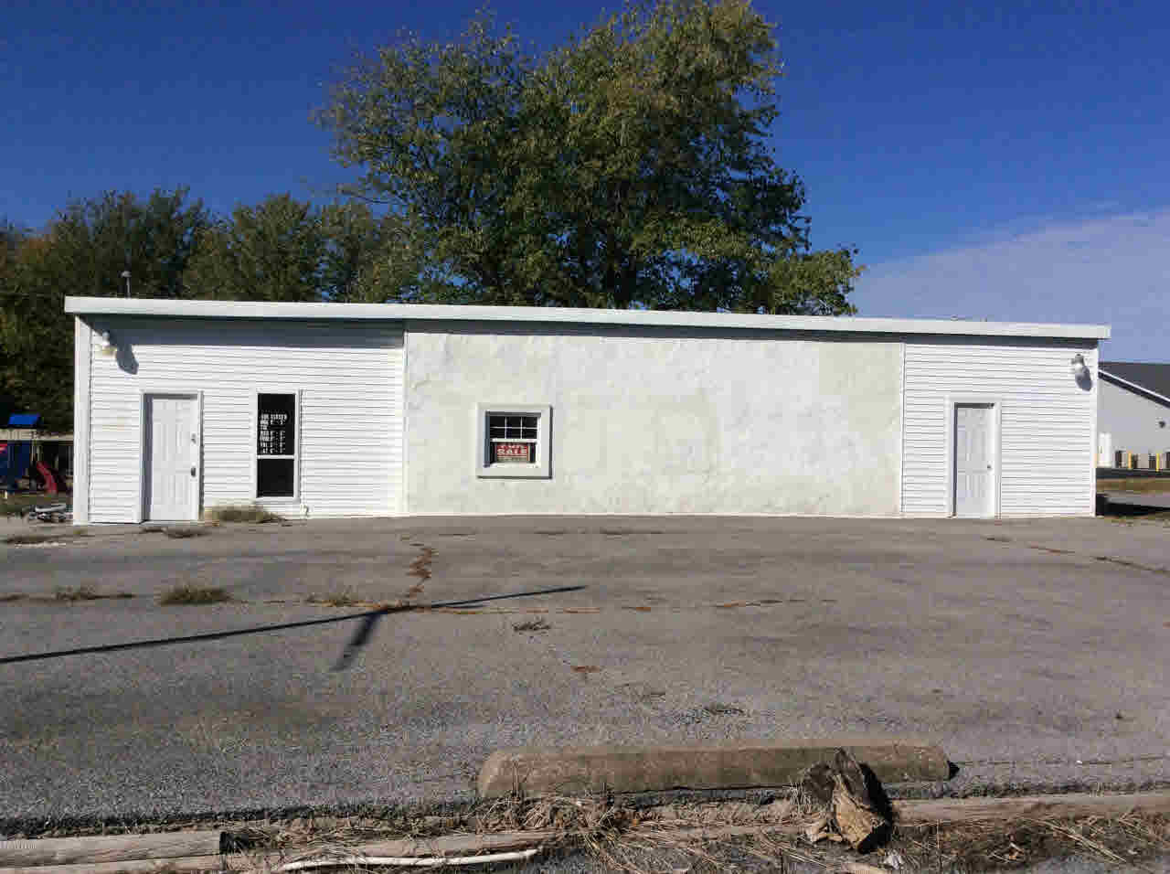 401 N MAIN Property Photo - Ina, IL real estate listing