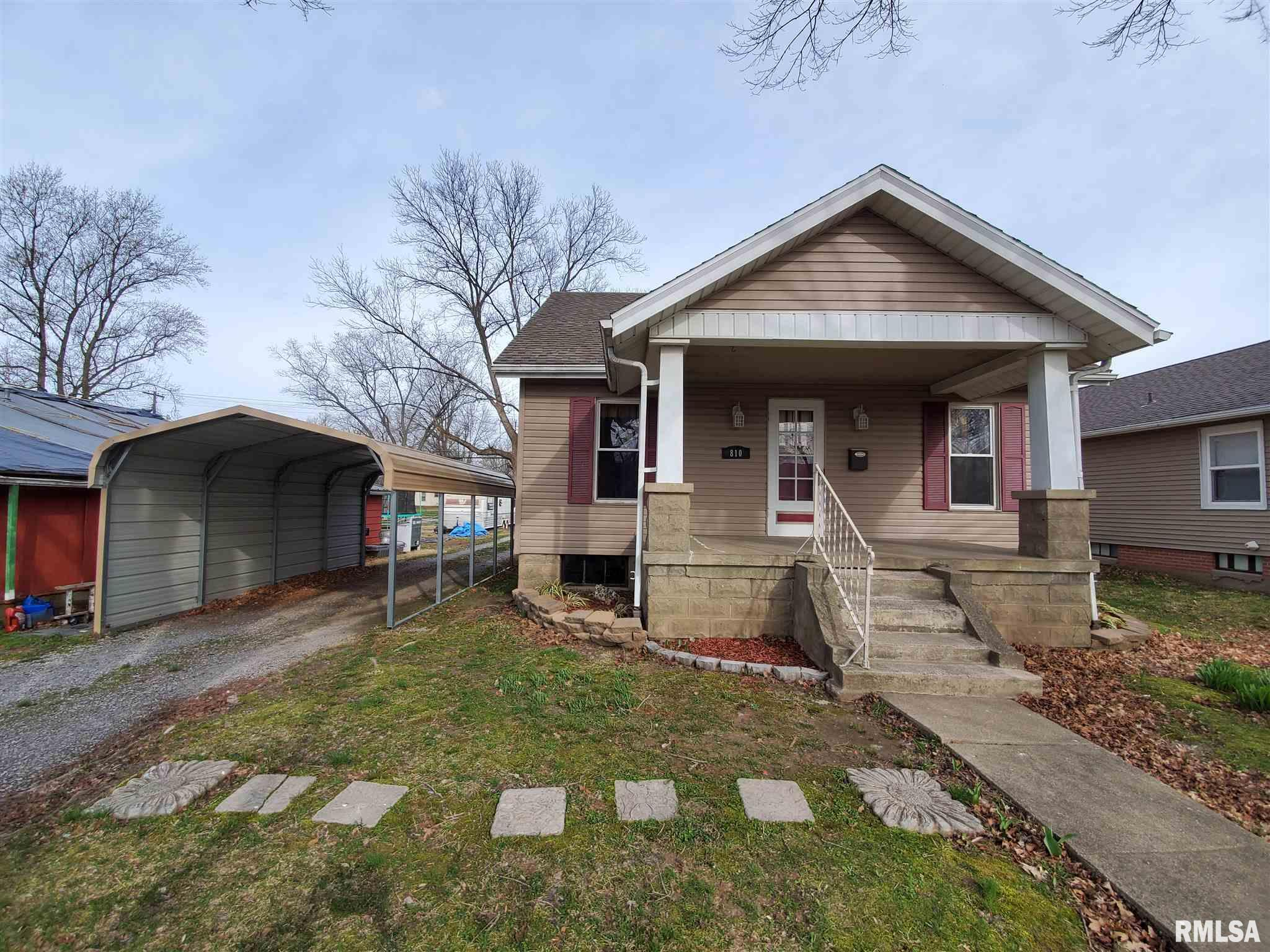 810 OAK Property Photo - Carmi, IL real estate listing