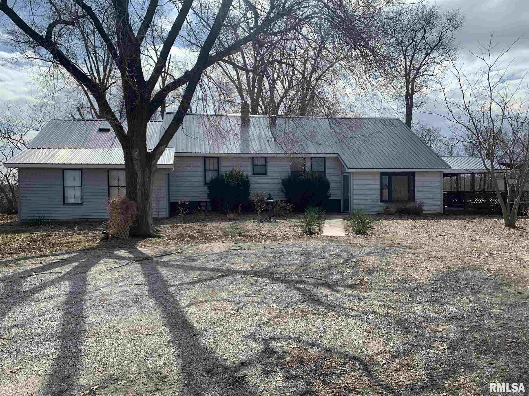 1479 N 1500 Property Photo - Brownstown, IL real estate listing