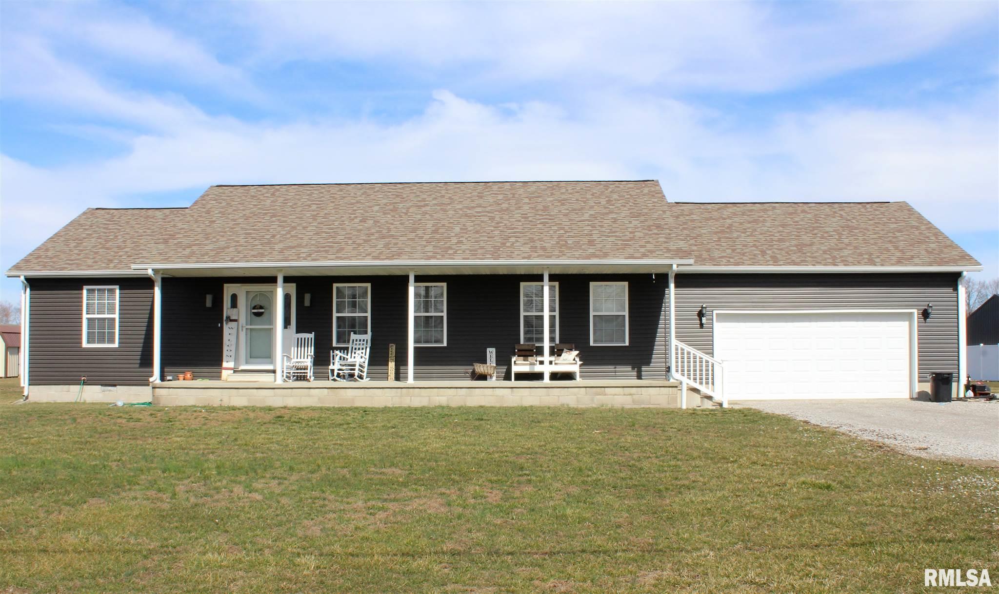 3275 Red Stripe Property Photo - Salem, IL real estate listing