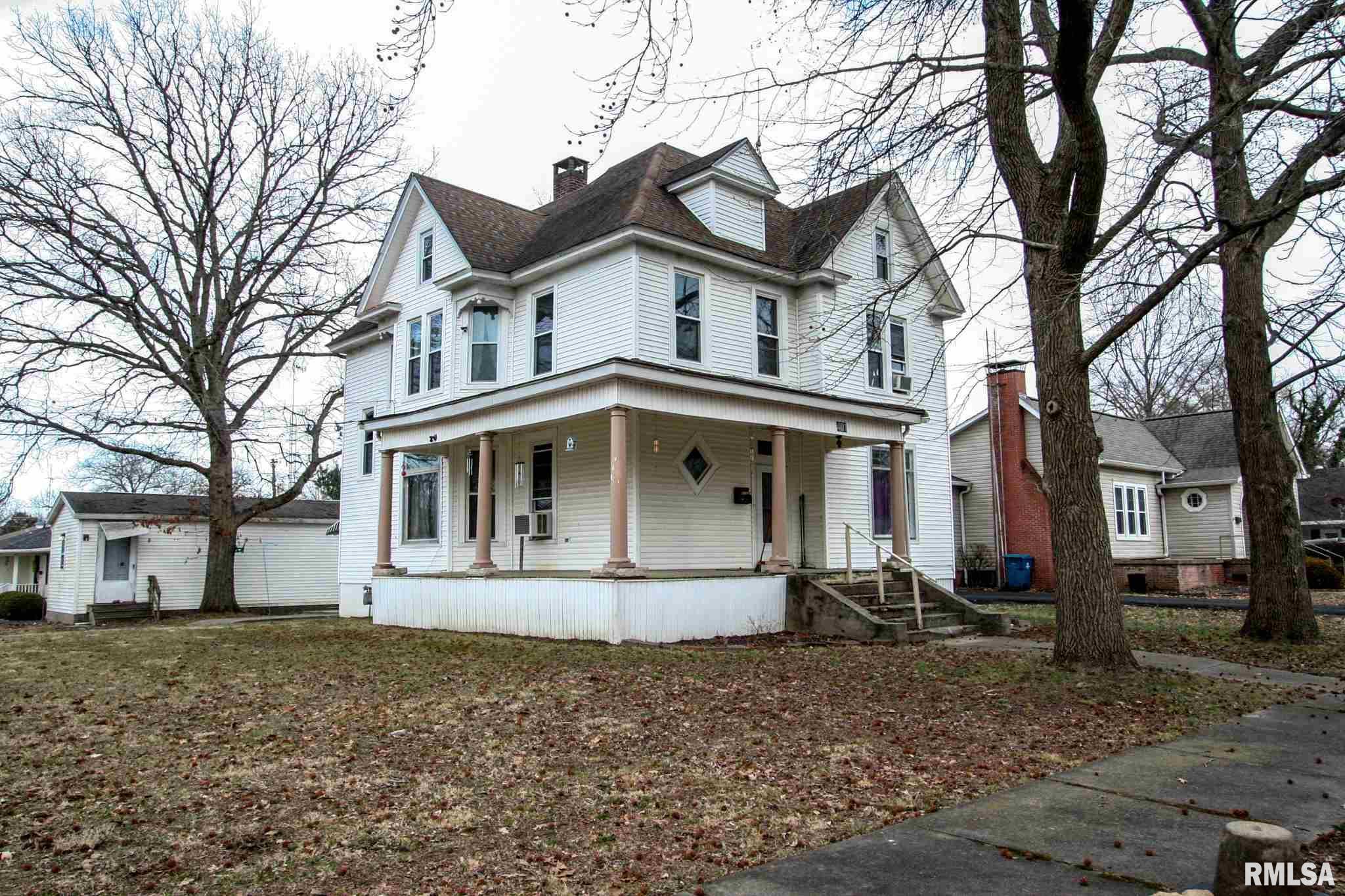401 S WALNUT Property Photo - Carmi, IL real estate listing