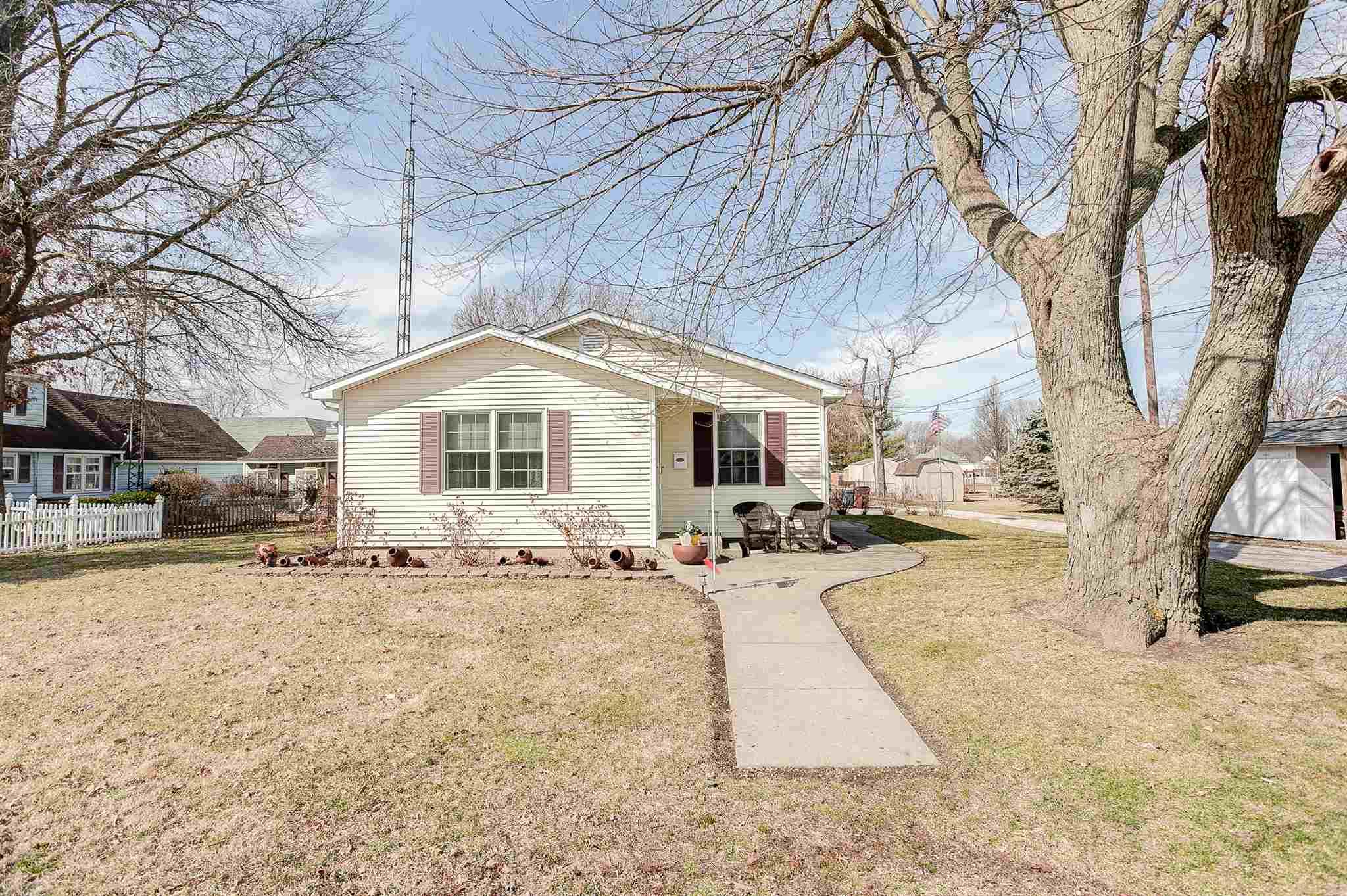 1317 N Dye Property Photo - Virden, IL real estate listing