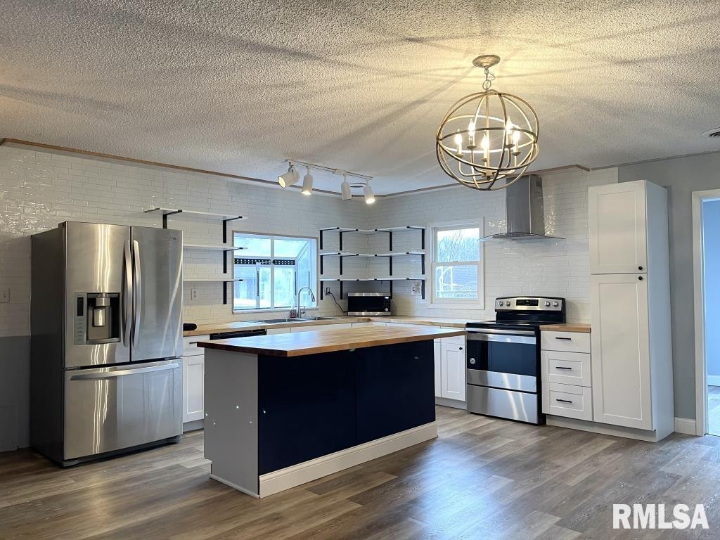 906 Newton Avenue Property Photo 1