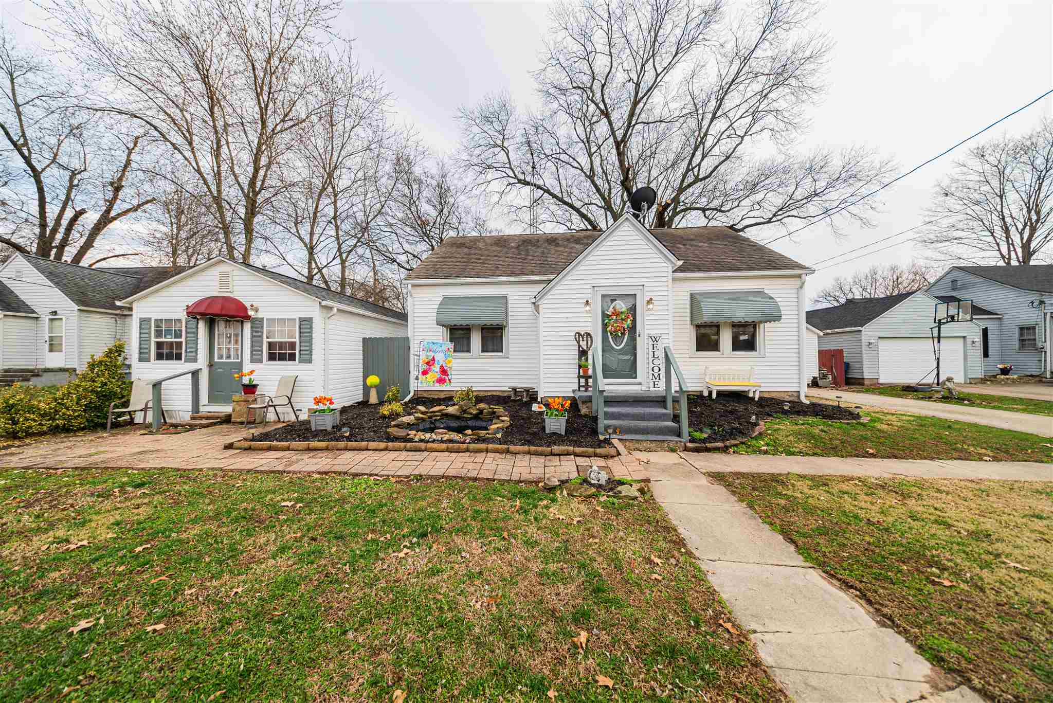 407 E Hull Property Photo - McLeansboro, IL real estate listing