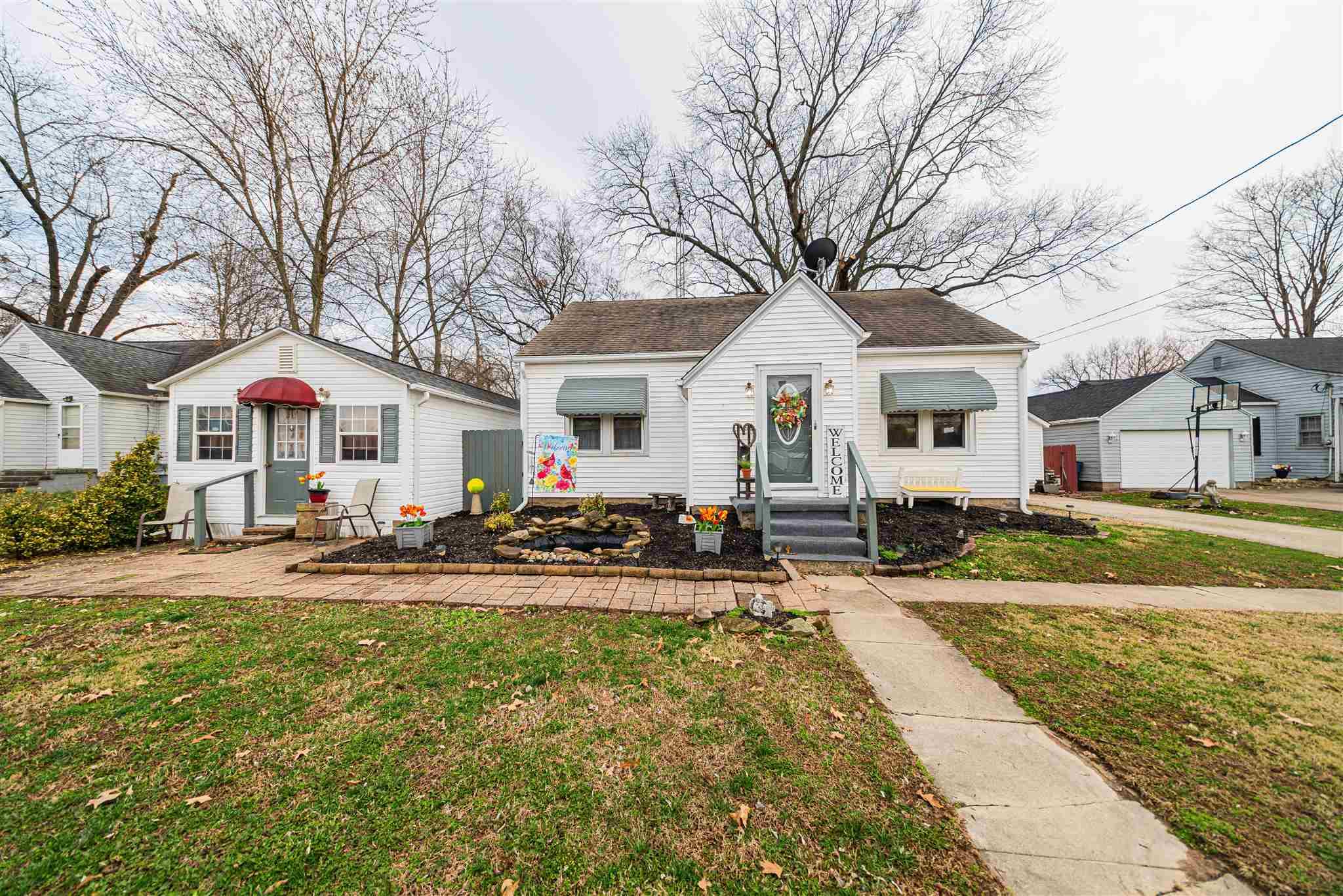 407 E Hull Property Photo - McLeansboro, IL real estate listing