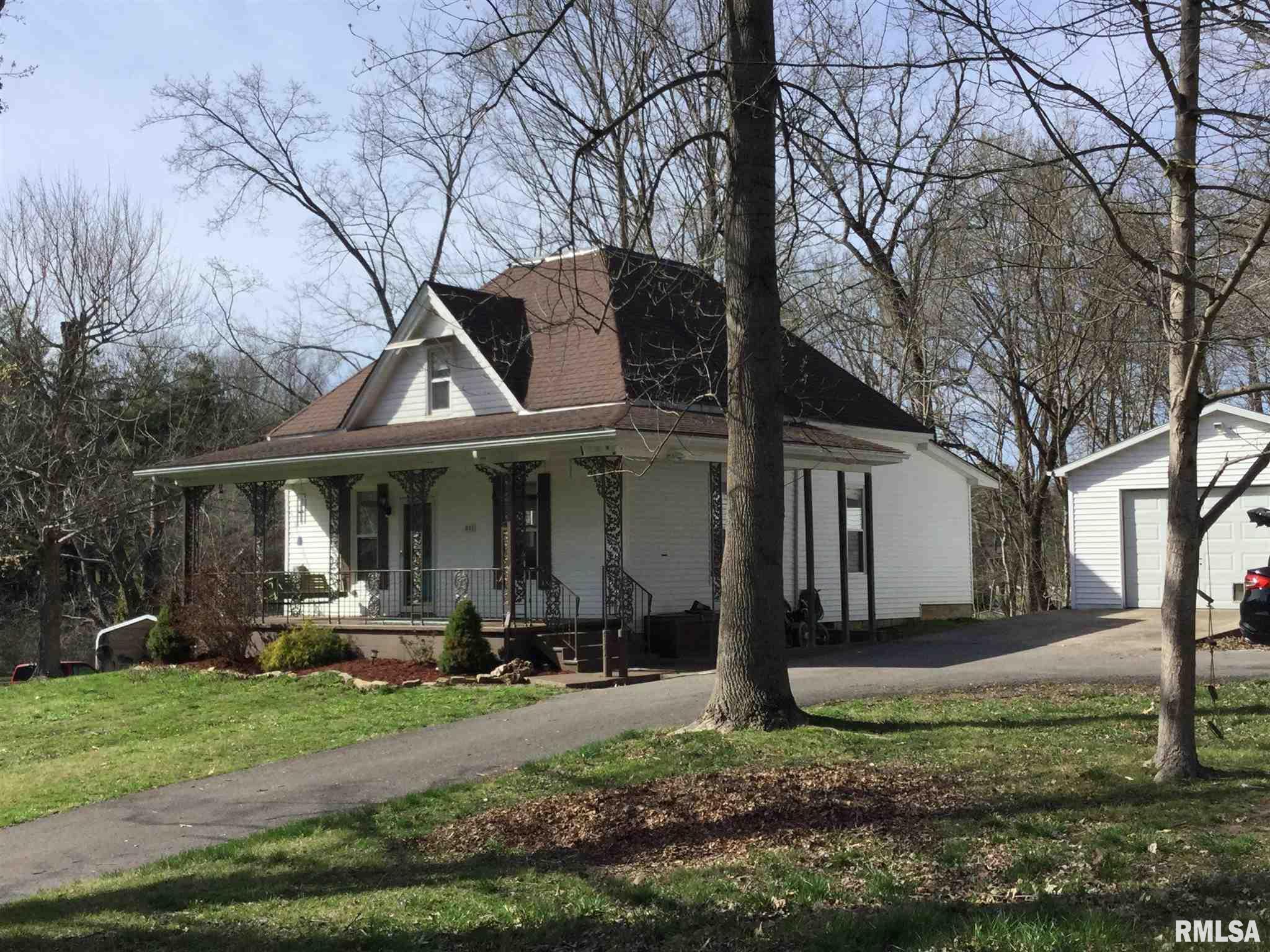 311 W POPLAR Property Photo - Cobden, IL real estate listing