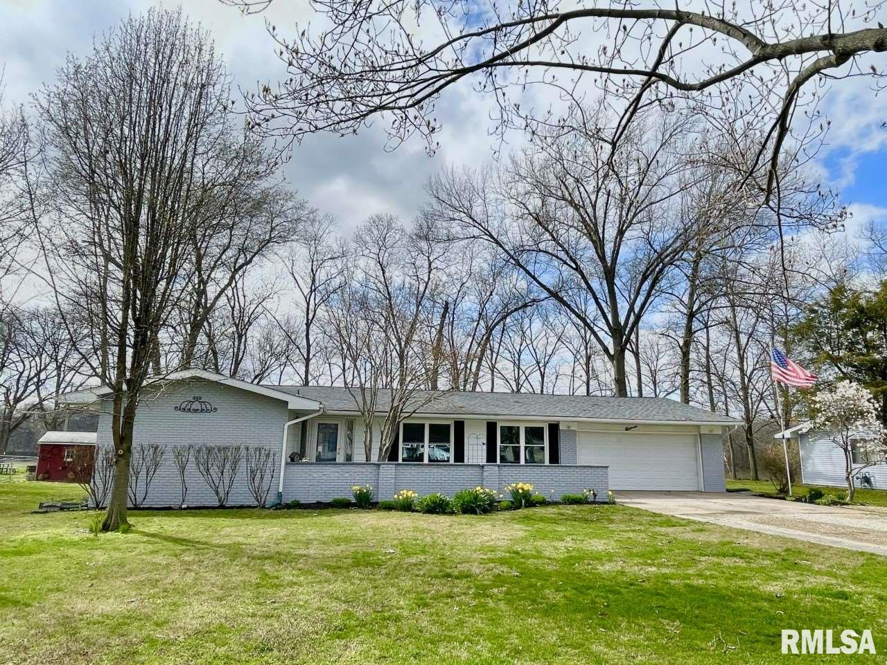 11 MONROE Property Photo - Salem, IL real estate listing